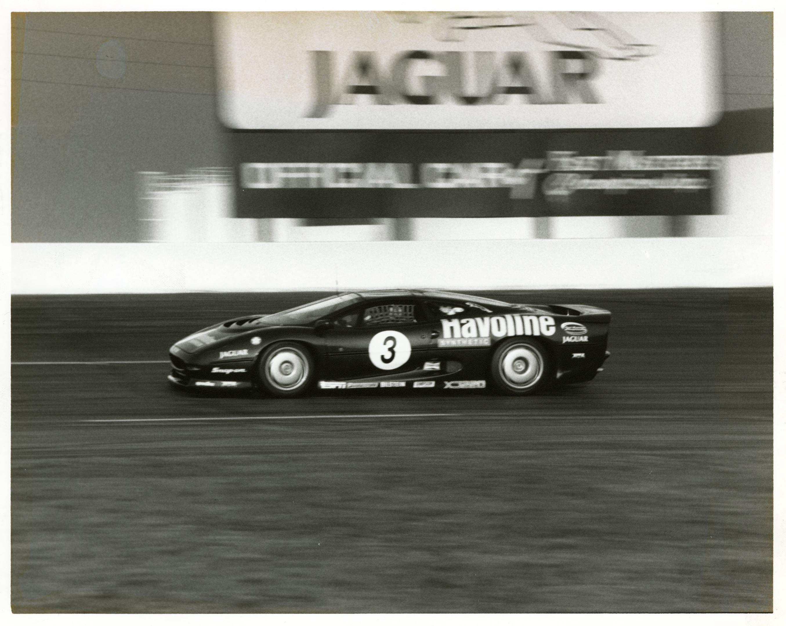 Jaguar XJ220 on the track