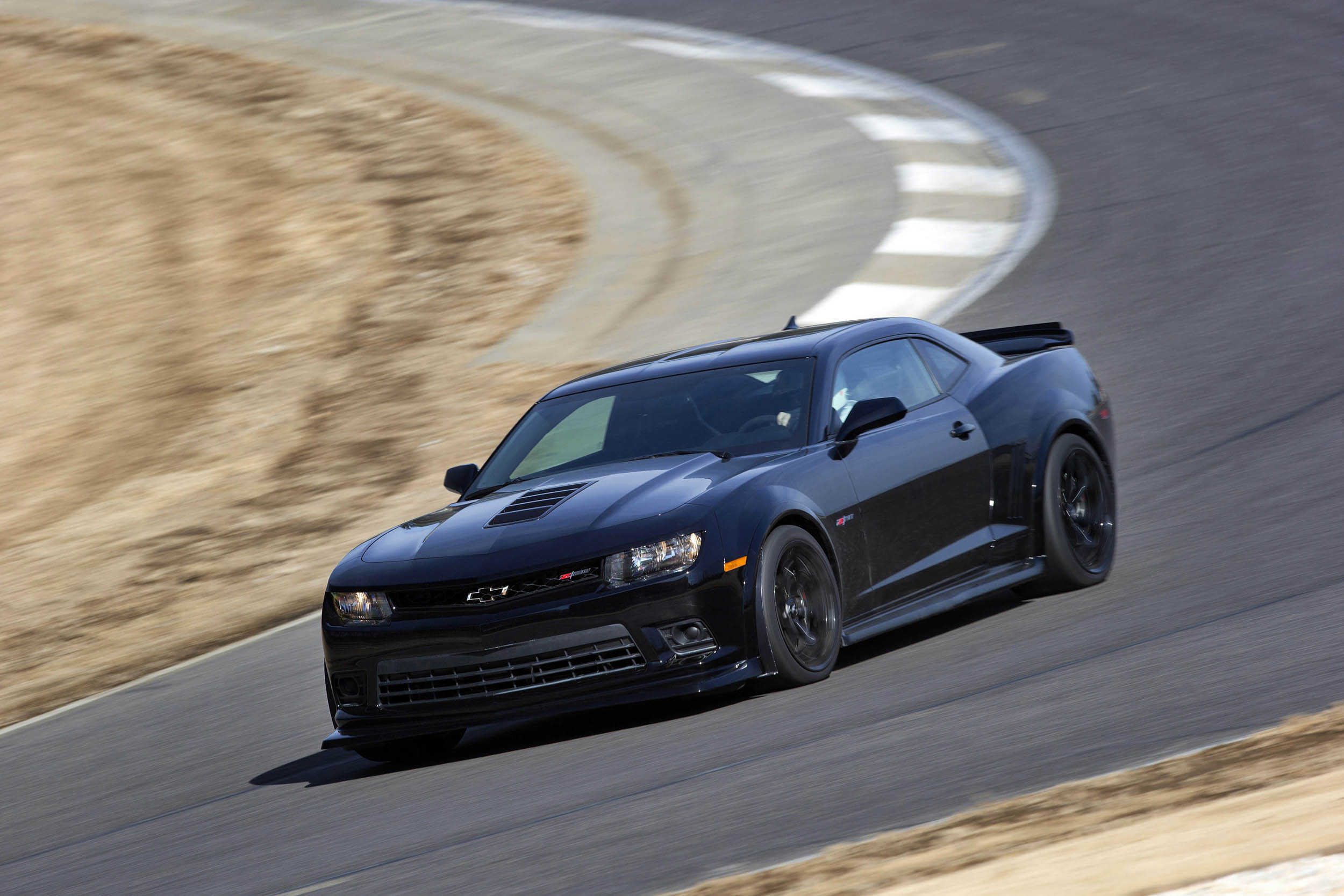 2015 Chevrolet Camaro Z/28 front 3/4 on the track