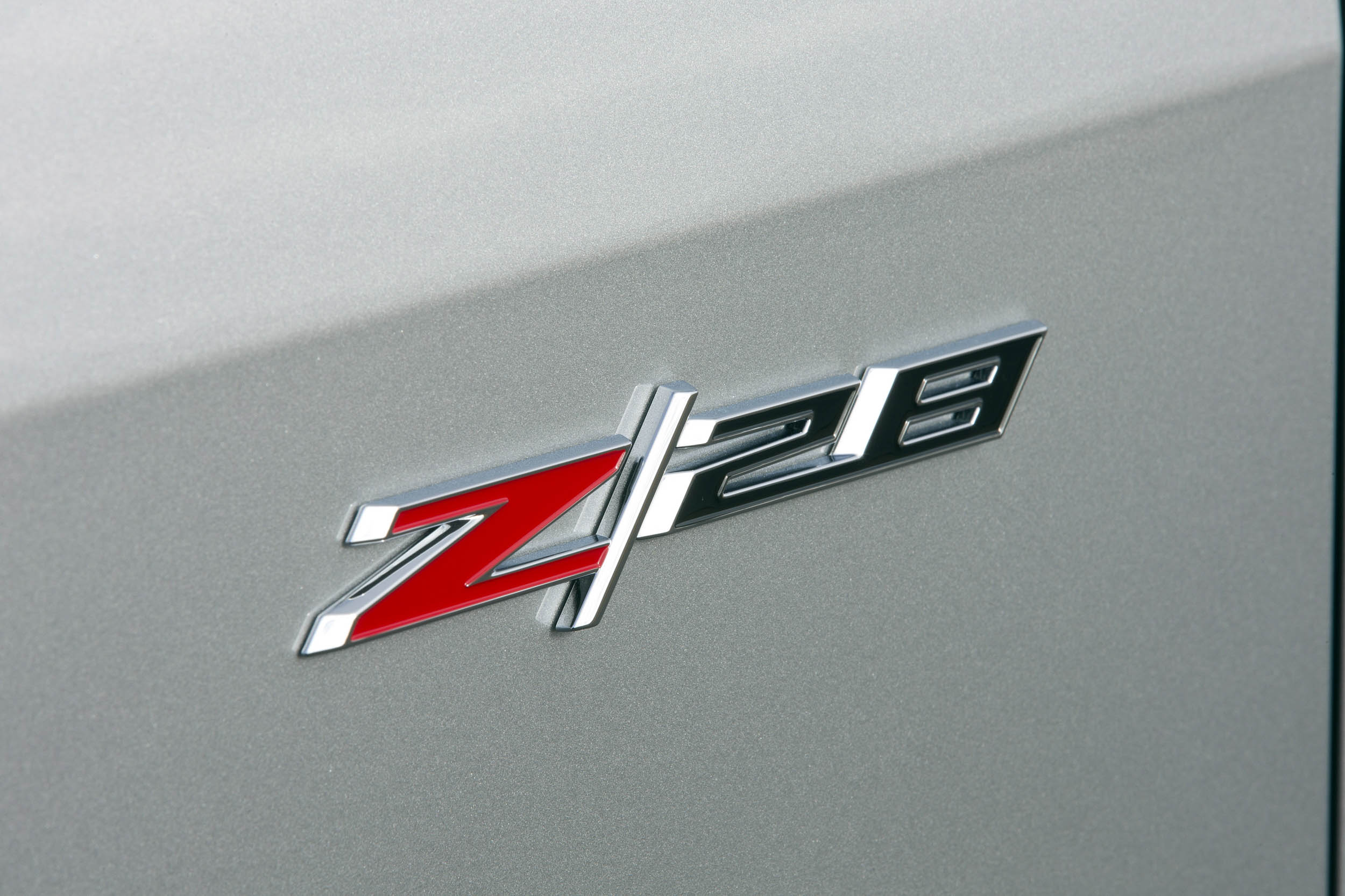2015 Chevrolet Camaro Z/28 badge