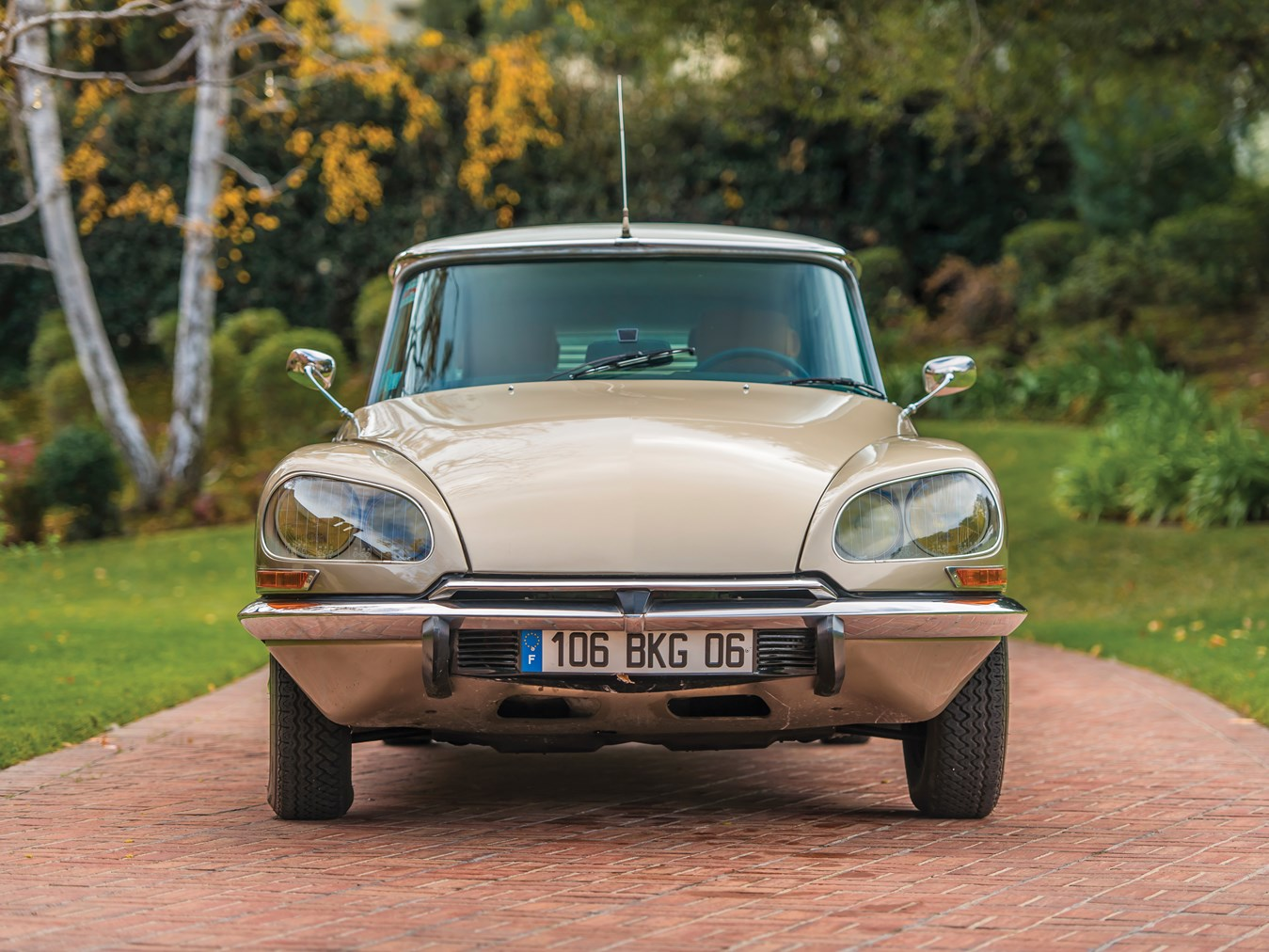 Why Aren T The 1955 75 Citroen Ds And Id Worth More Hagerty Media