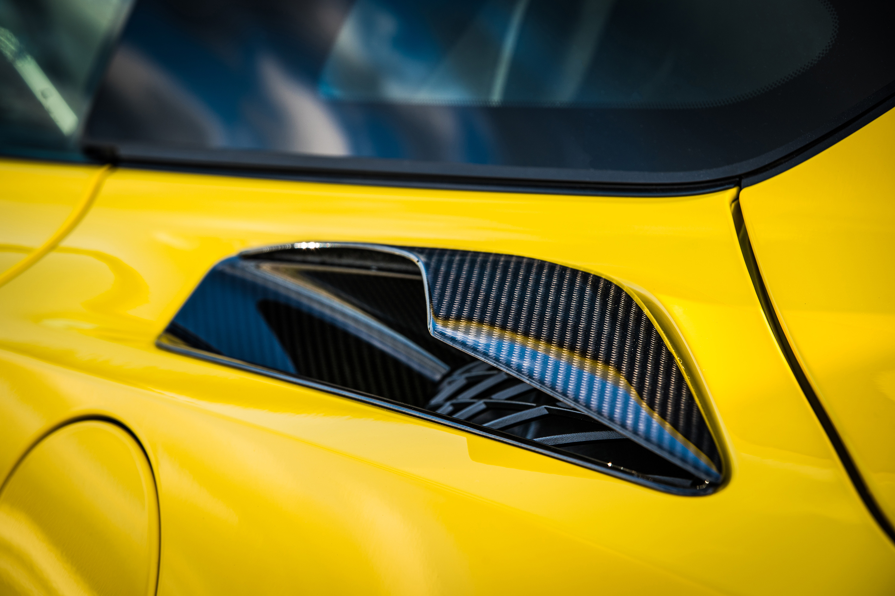 2019 chevrolet zr1 rear air intake yellow carbon fiber