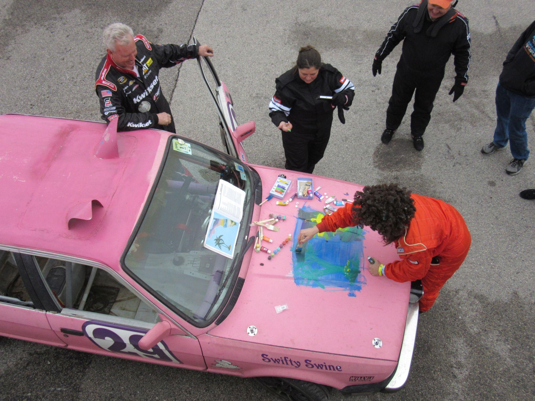 painting the swifty swine Lemons car