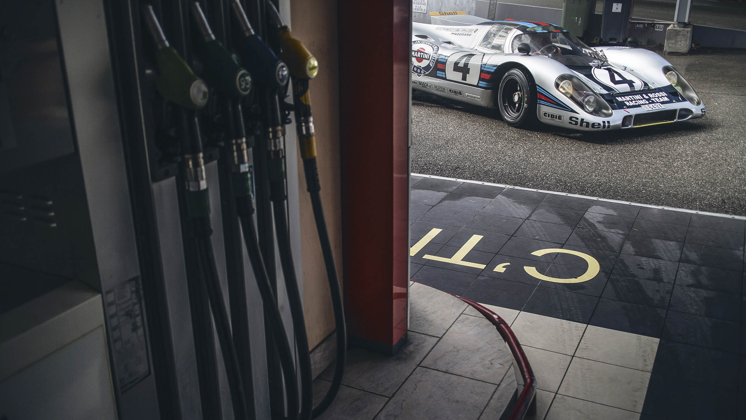 Porsche 917K at the pump