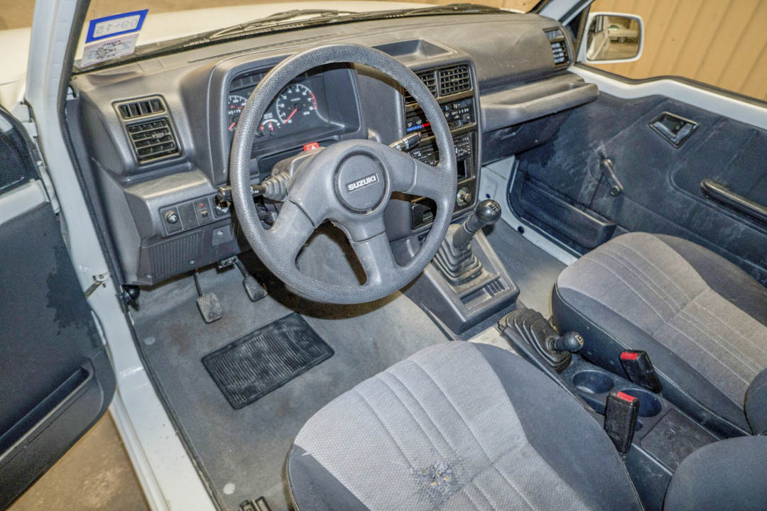 1995 Suzuki Sidekick JX interior