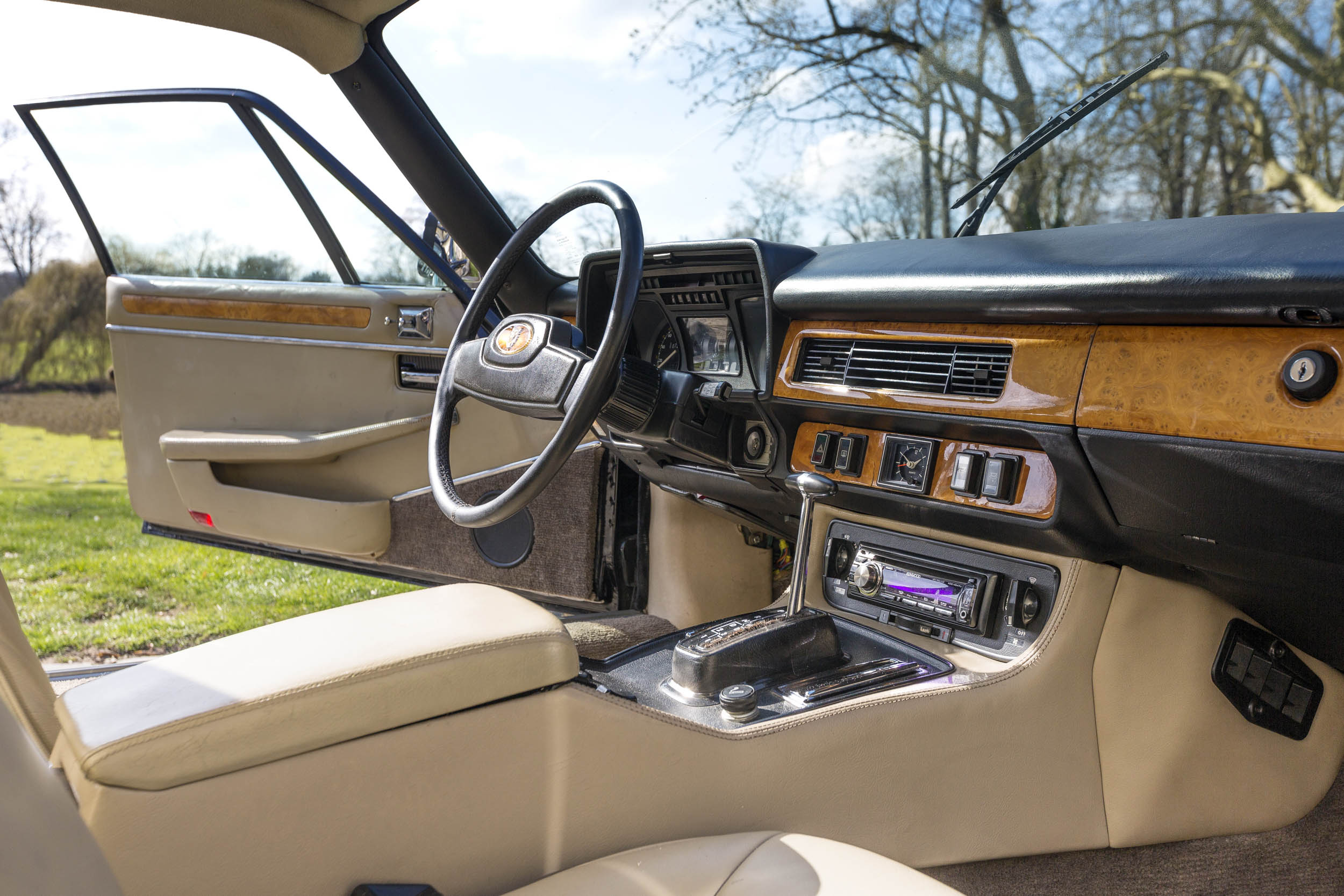 1984 Jaguar XJ-S V12 Lynx Eventer interior