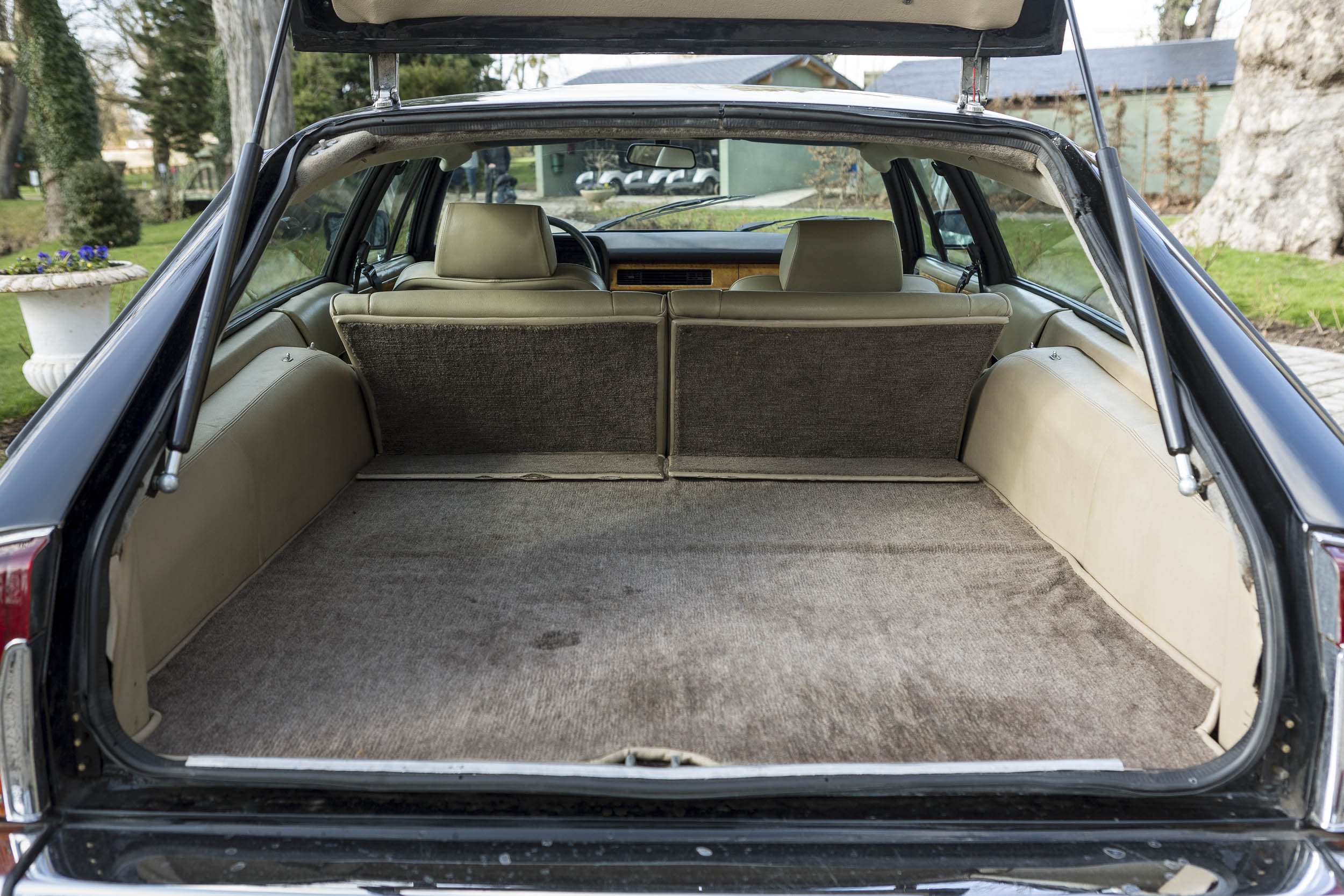 1984 Jaguar XJ-S V-12 trunk