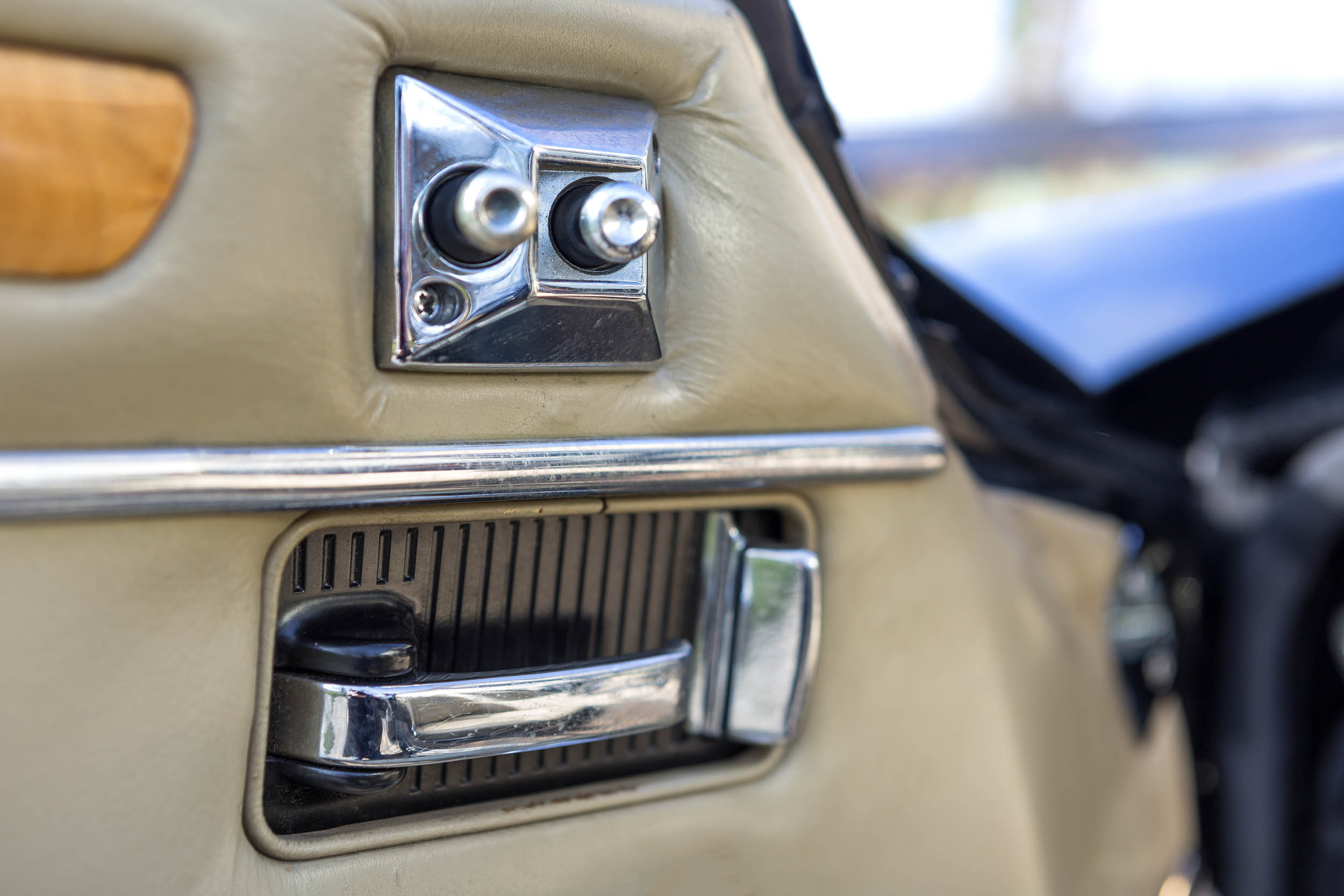 1984 Jaguar XJ-S door detail