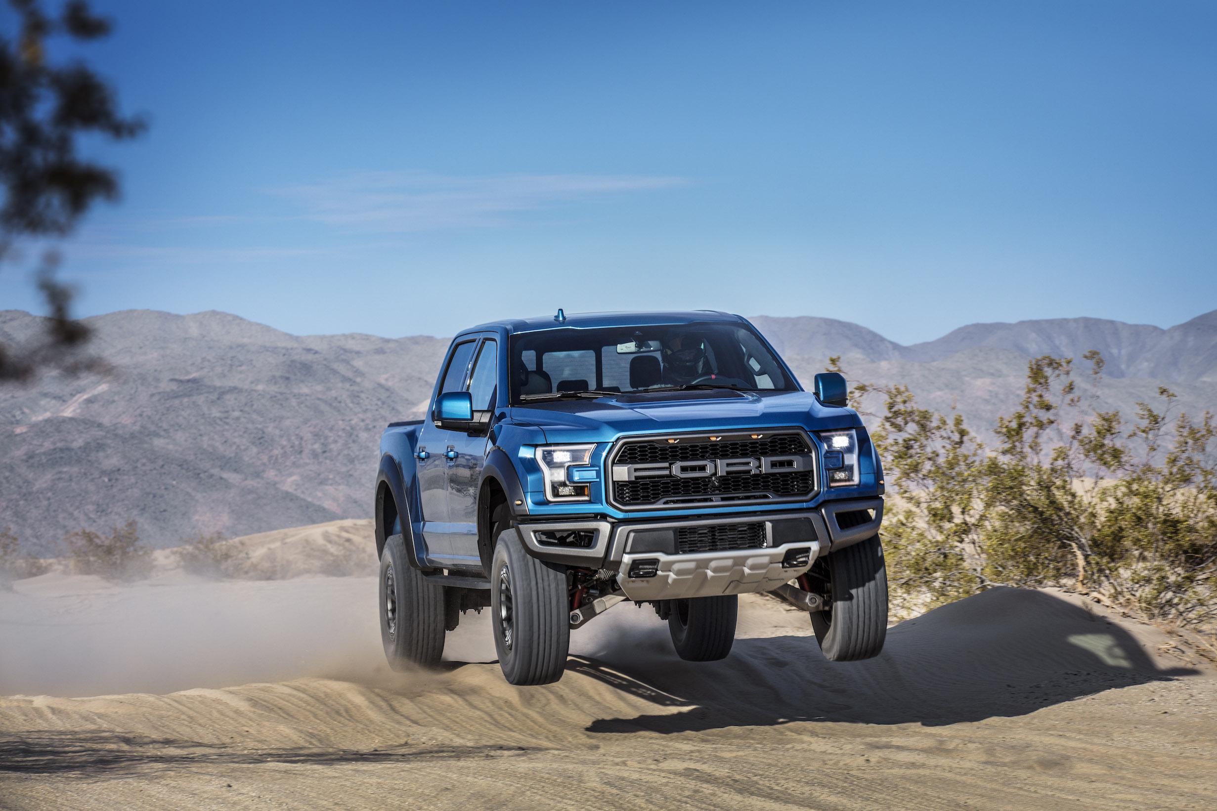 2019 Ford F-150 Raptor Dirt Jump