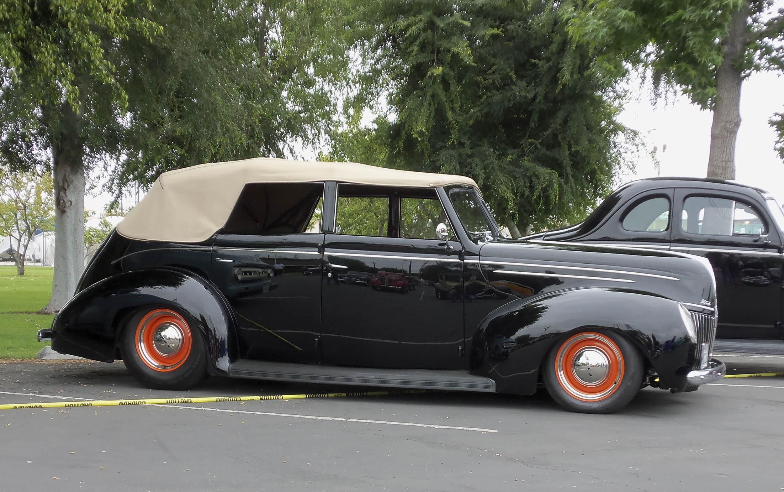 1939 convertible sedan