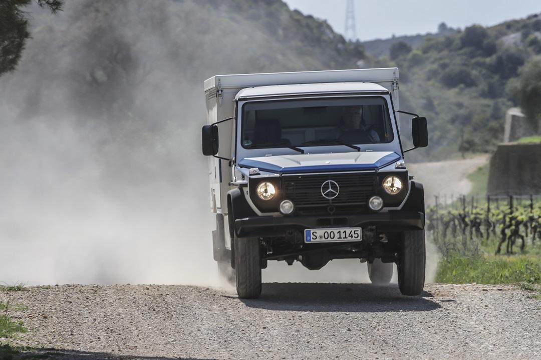 Mercedes-Benz G-wagen jump