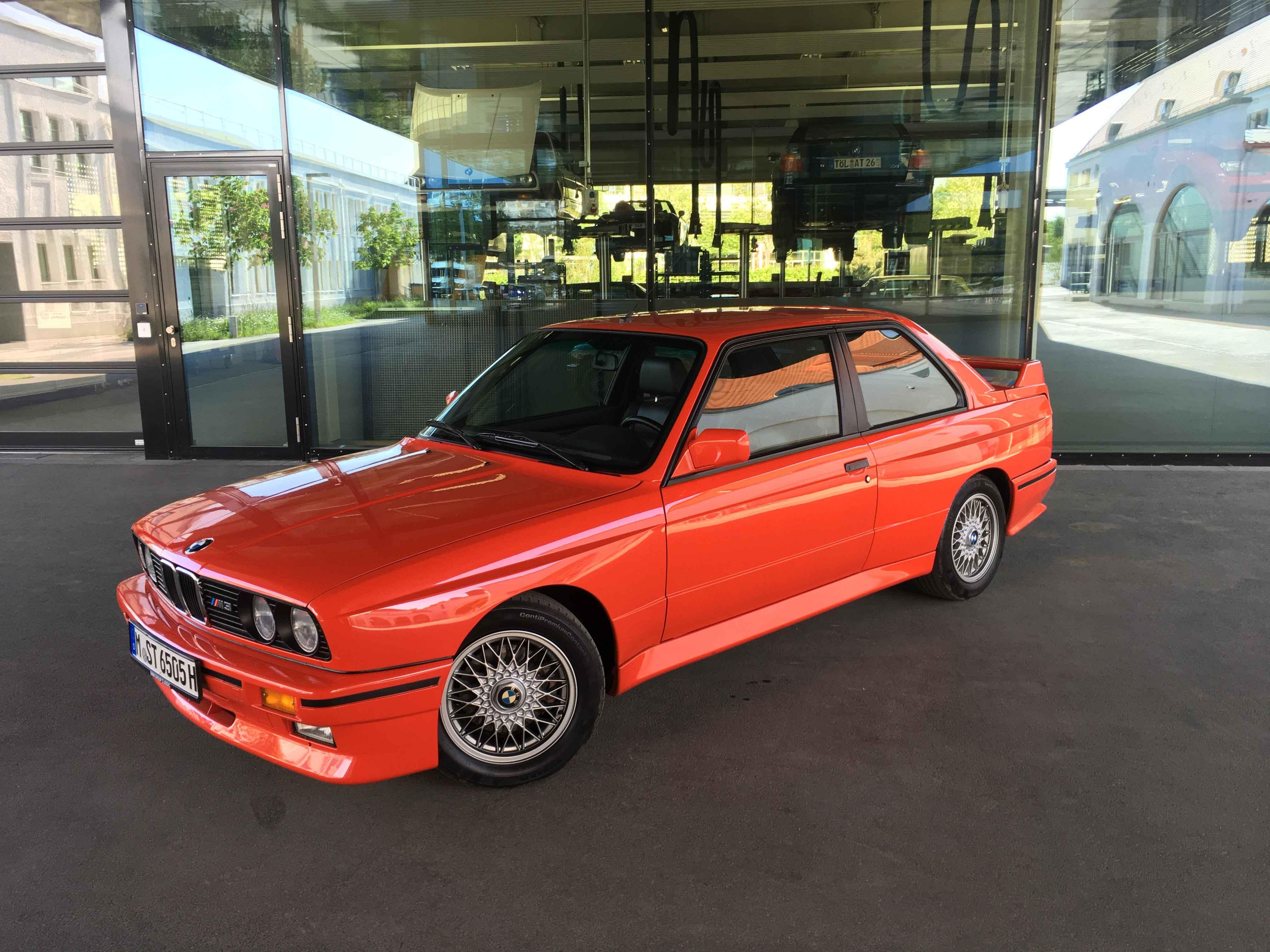 1987 BMW M3 Front 3/4 building