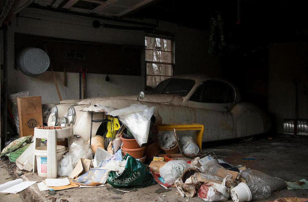 1952 Jaguar XK120 Fixed Head Coupe garage mess