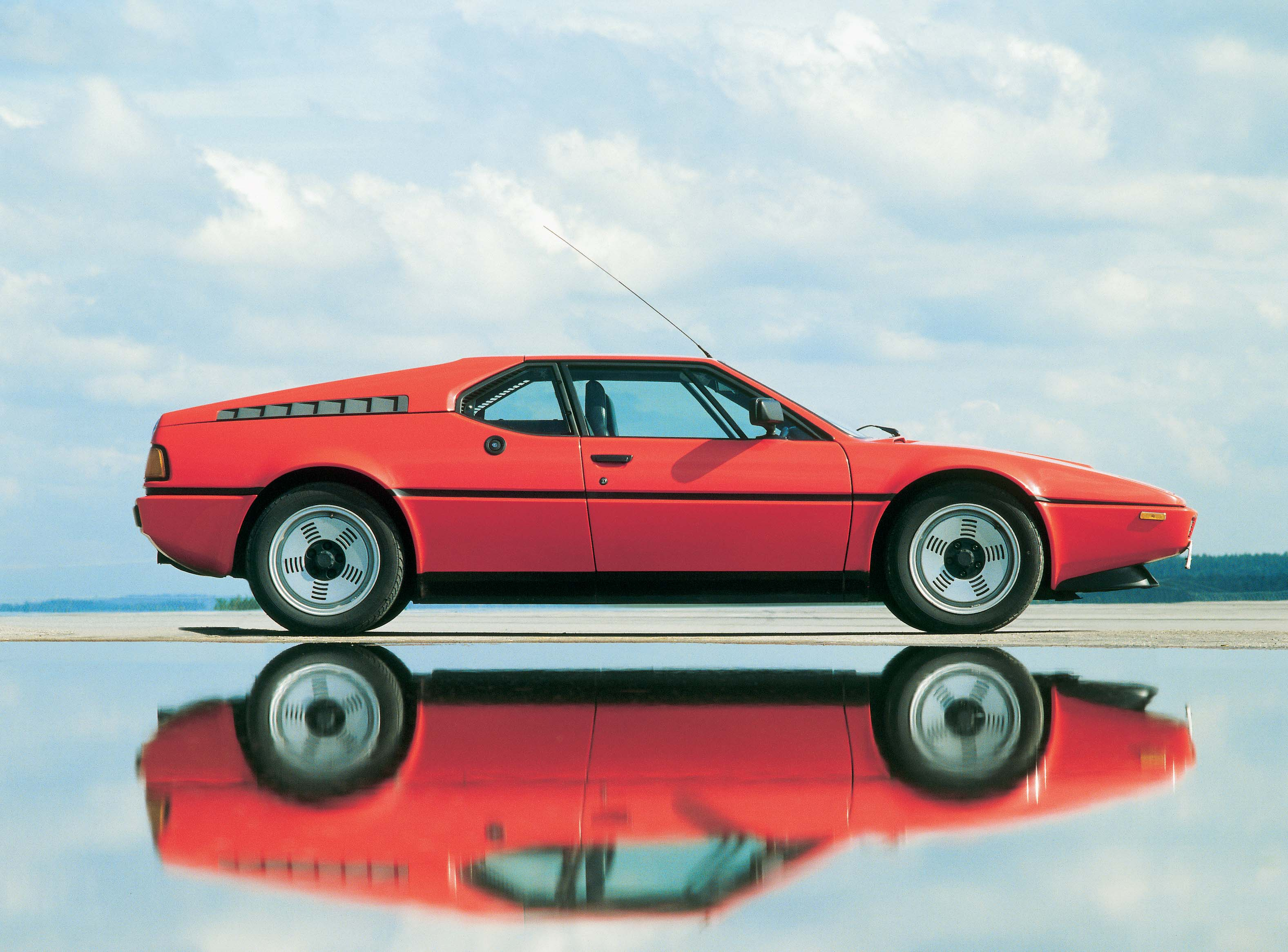 BMW M1 passenger side low reflection