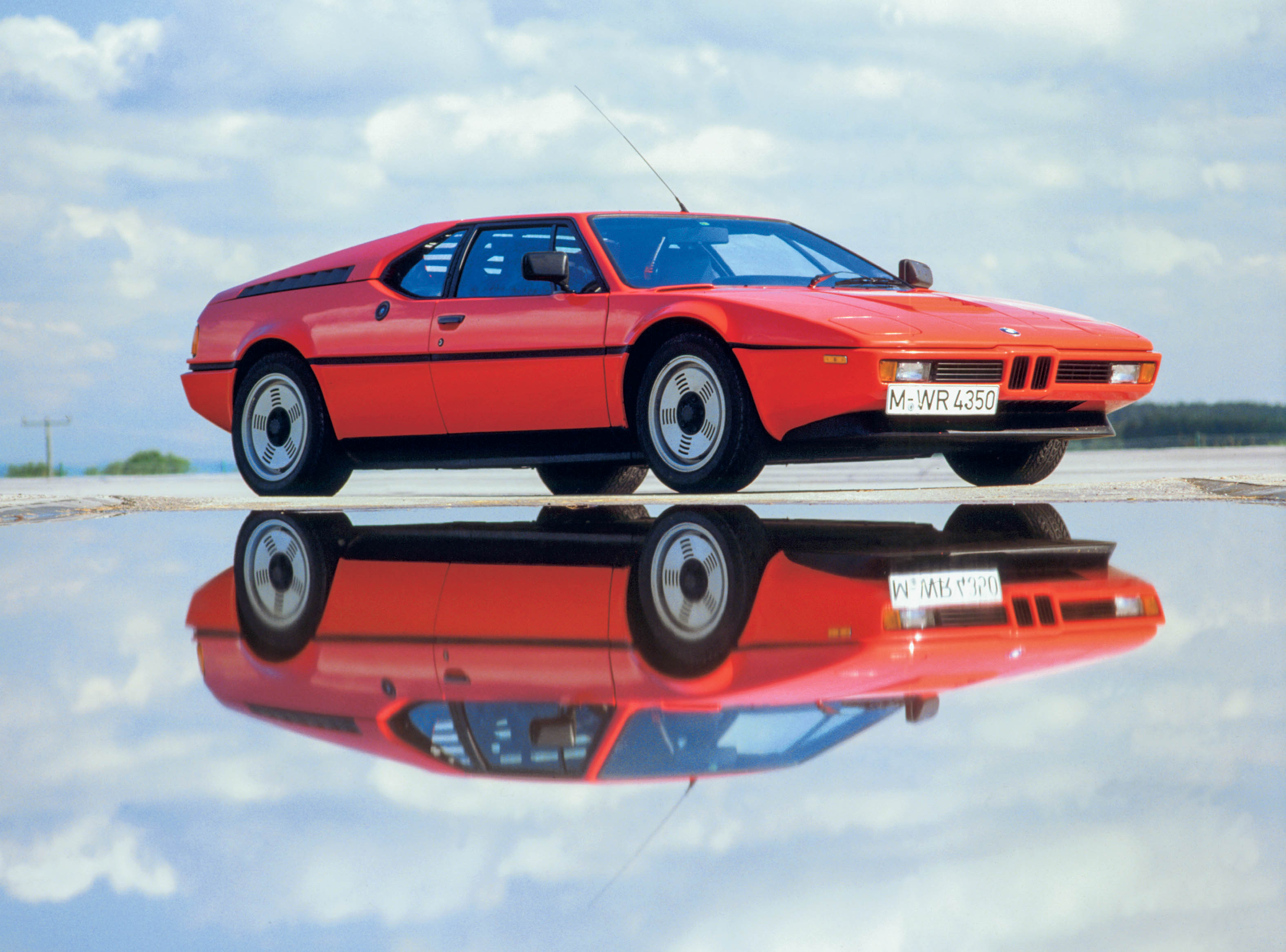 BMW M1 low 3/4 passenger reflection