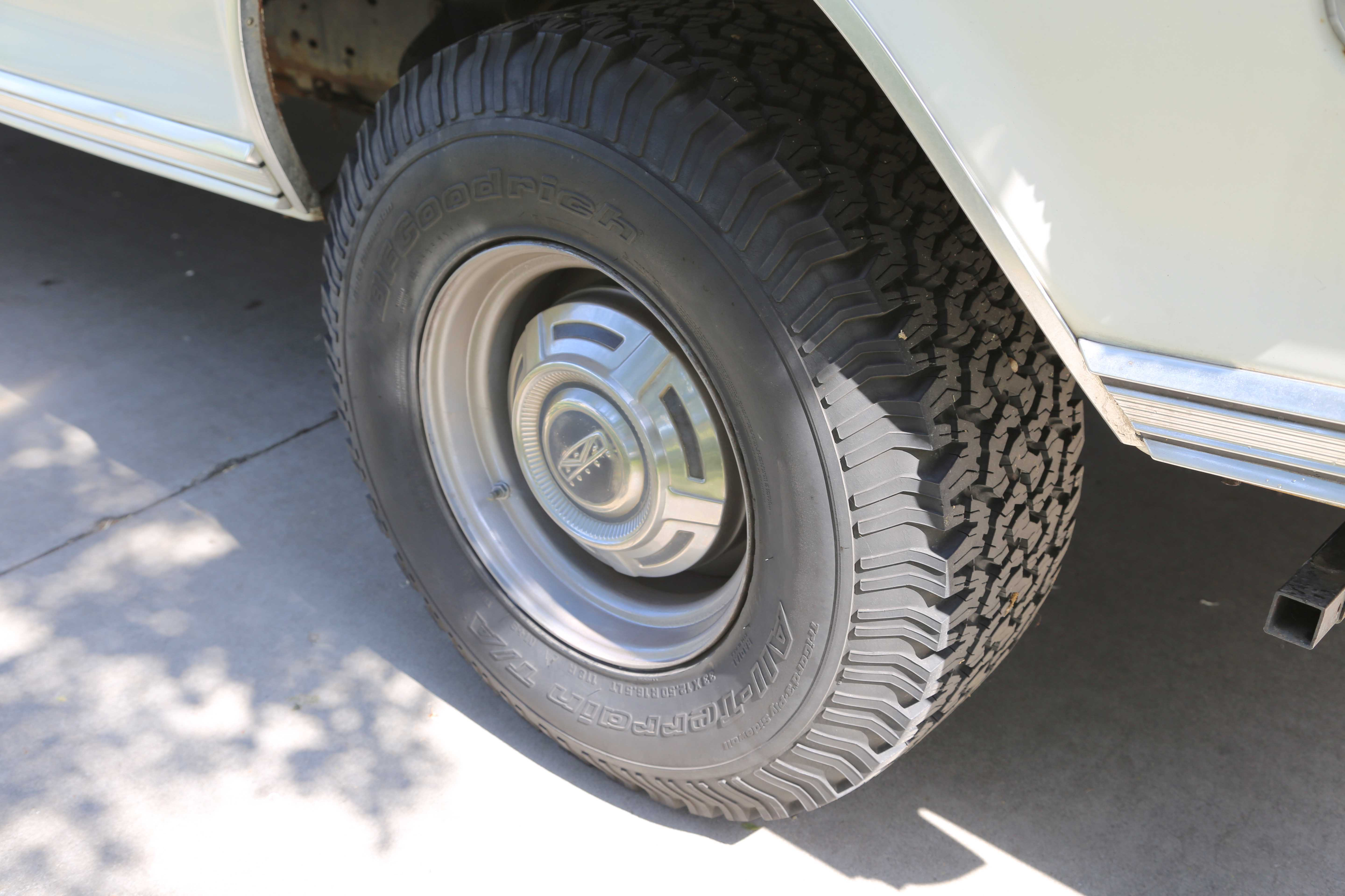 Front and rear stabilizer bars helped stability, as did these 9.50 x 16.5-inch wide steel rims, optional when ordering the 9500 GVW package. Standard rear wheels were 7.50 x 16.5 inches.