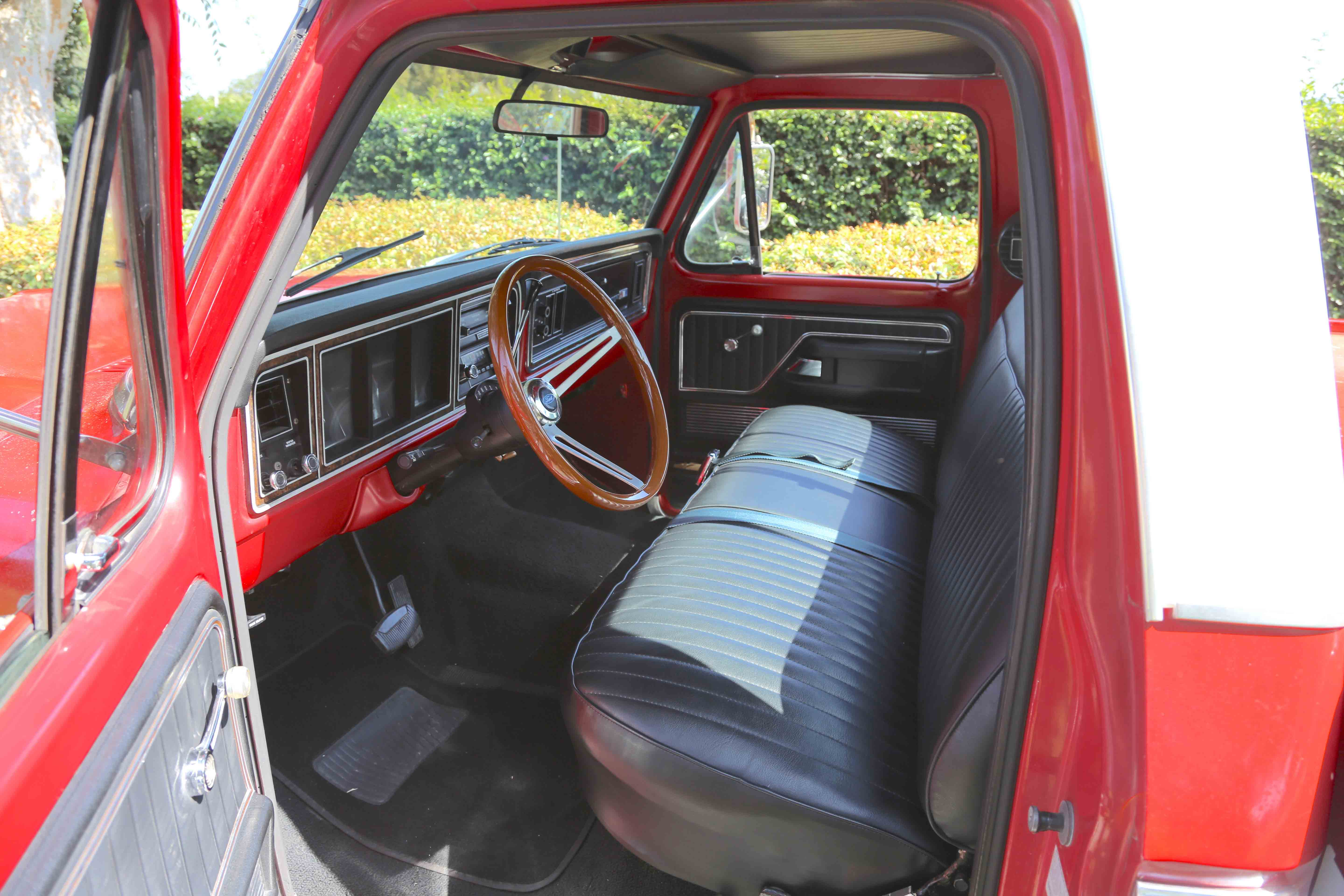 The Ranger XLT interior is top of the line, and it was approaching Cadillac status by the standards of the day. The seat upholstery and wood steering wheel are not stock but blend in nicely with this well-cared-for F350.