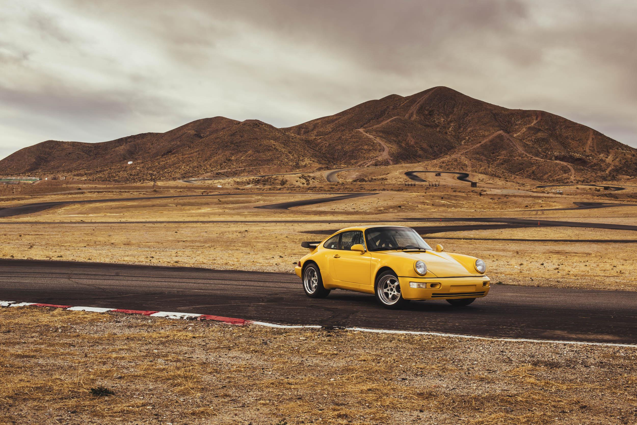 1975 Porsche 911 racing