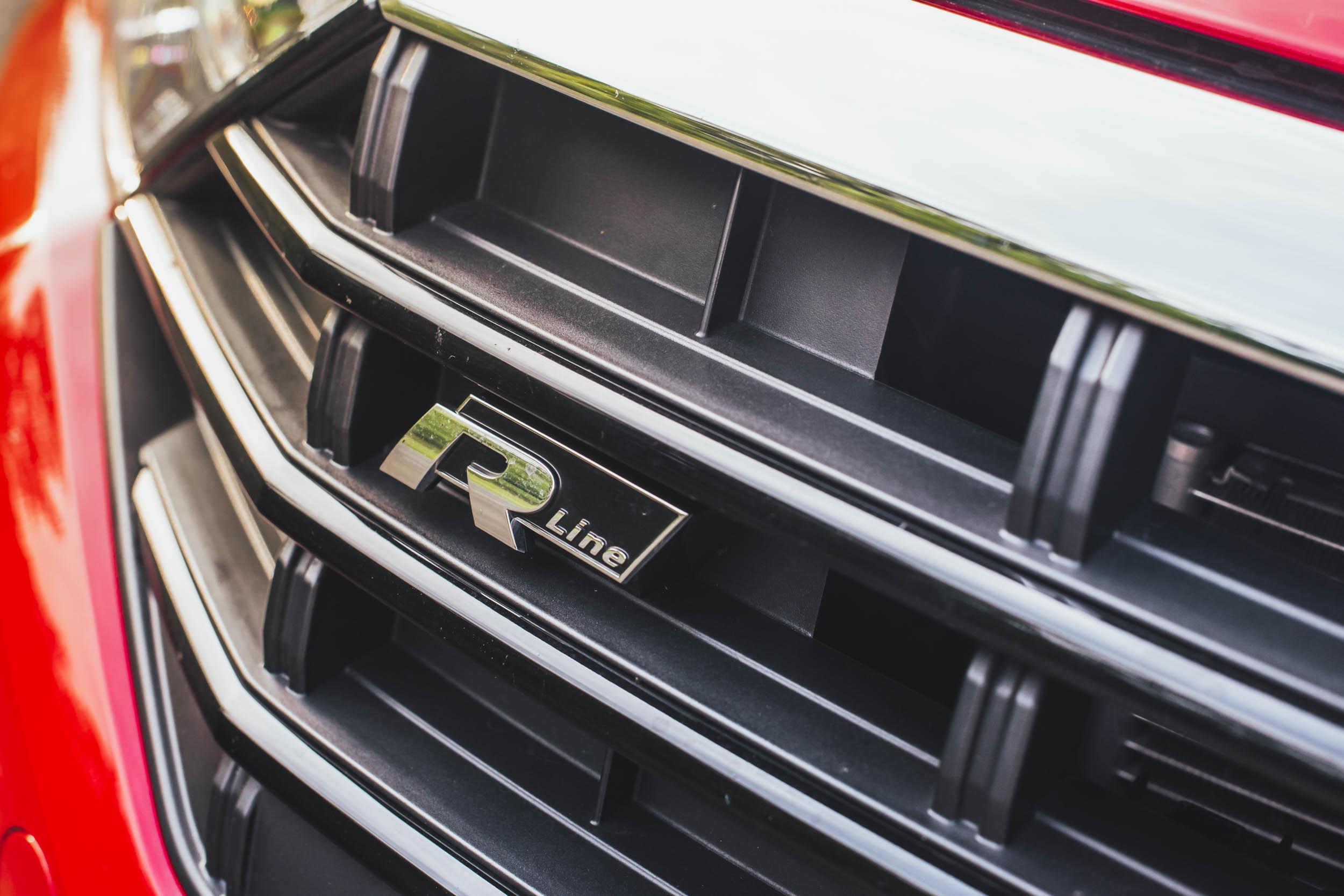 r-line plaque on grille of volkswagen jetta