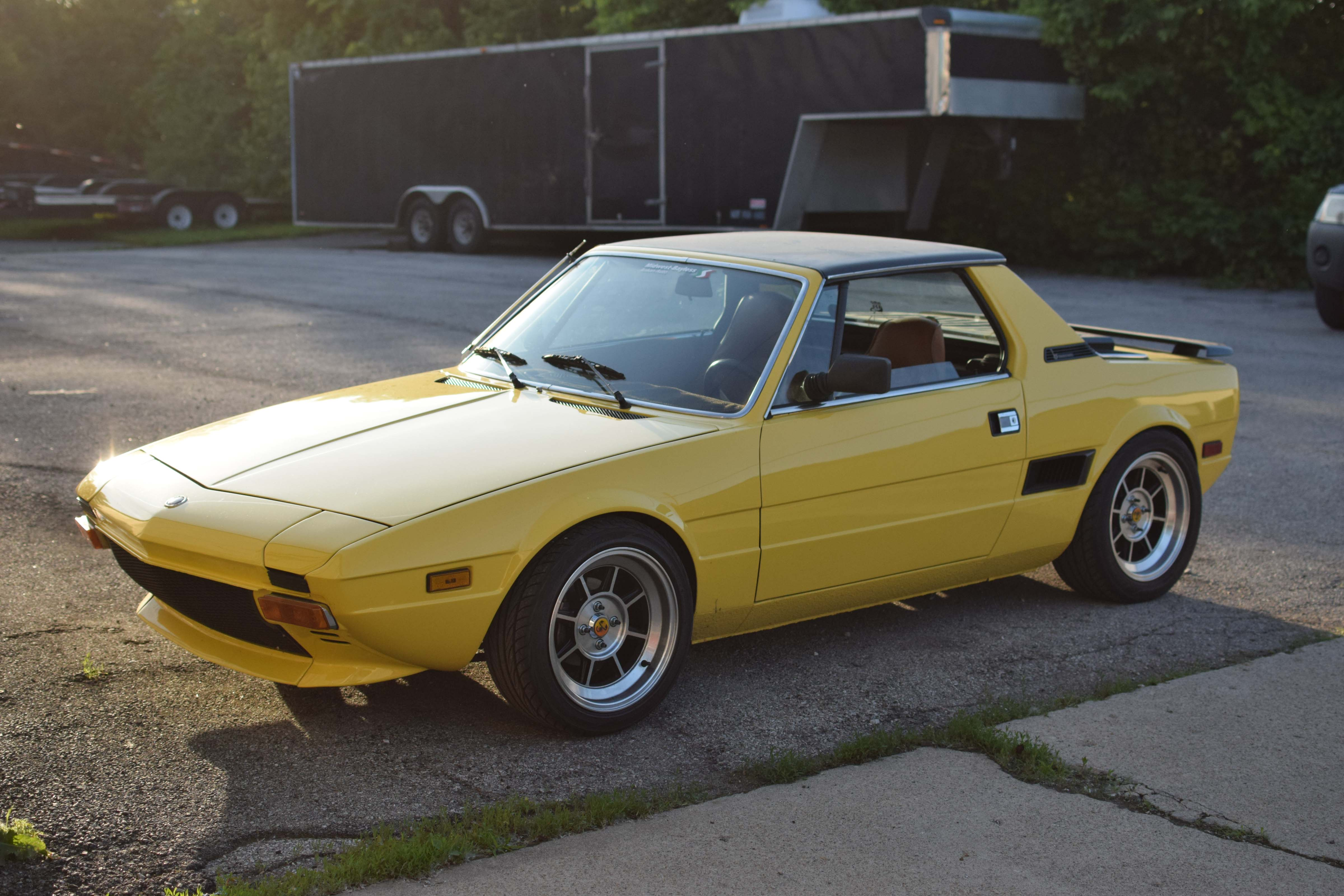 yellow fiat x19 front 3/4