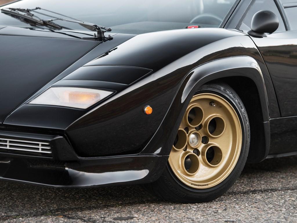 1979 Lamborghini Countach LP400 S Series I tire