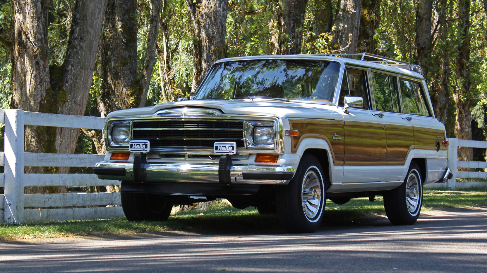 1984 Jeep Grand Wagoneer Front 3/4