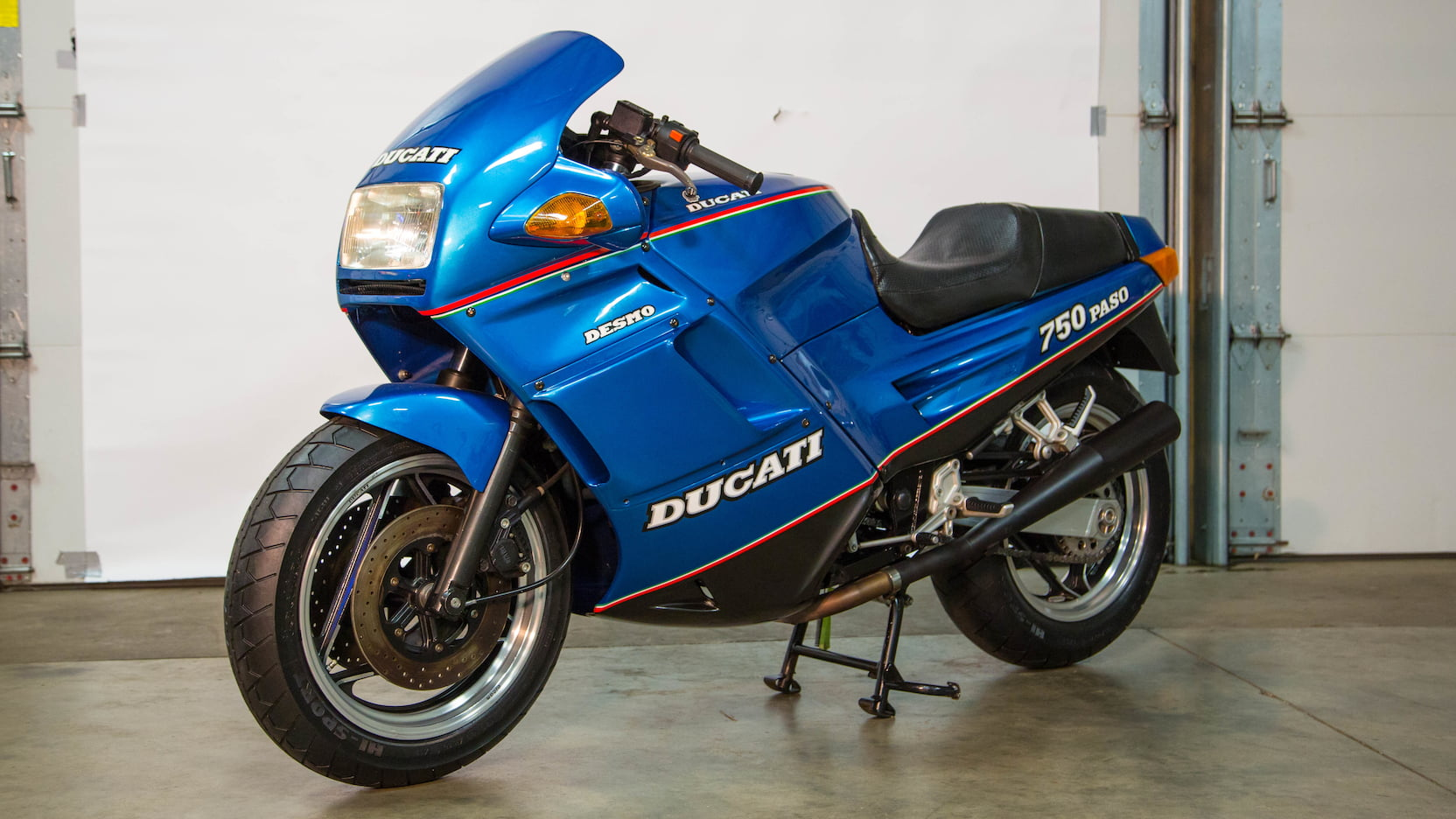 1988 Ducati Paso 750 blue 3/4 view