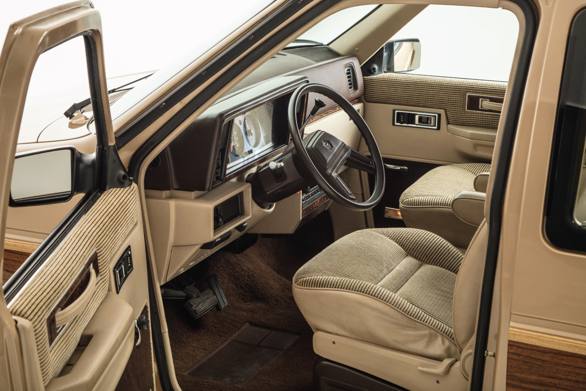 1984 Plymouth Voyager drivers seat