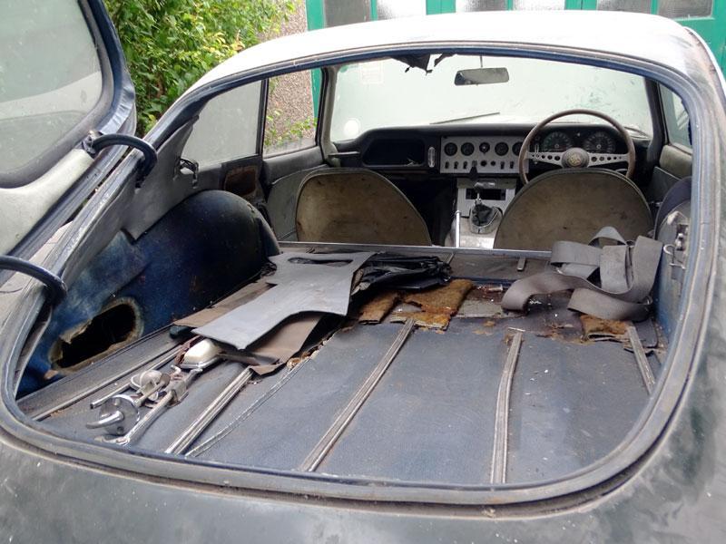 1962 Jaguar E-Type 3.8 Coupe rear trunk open