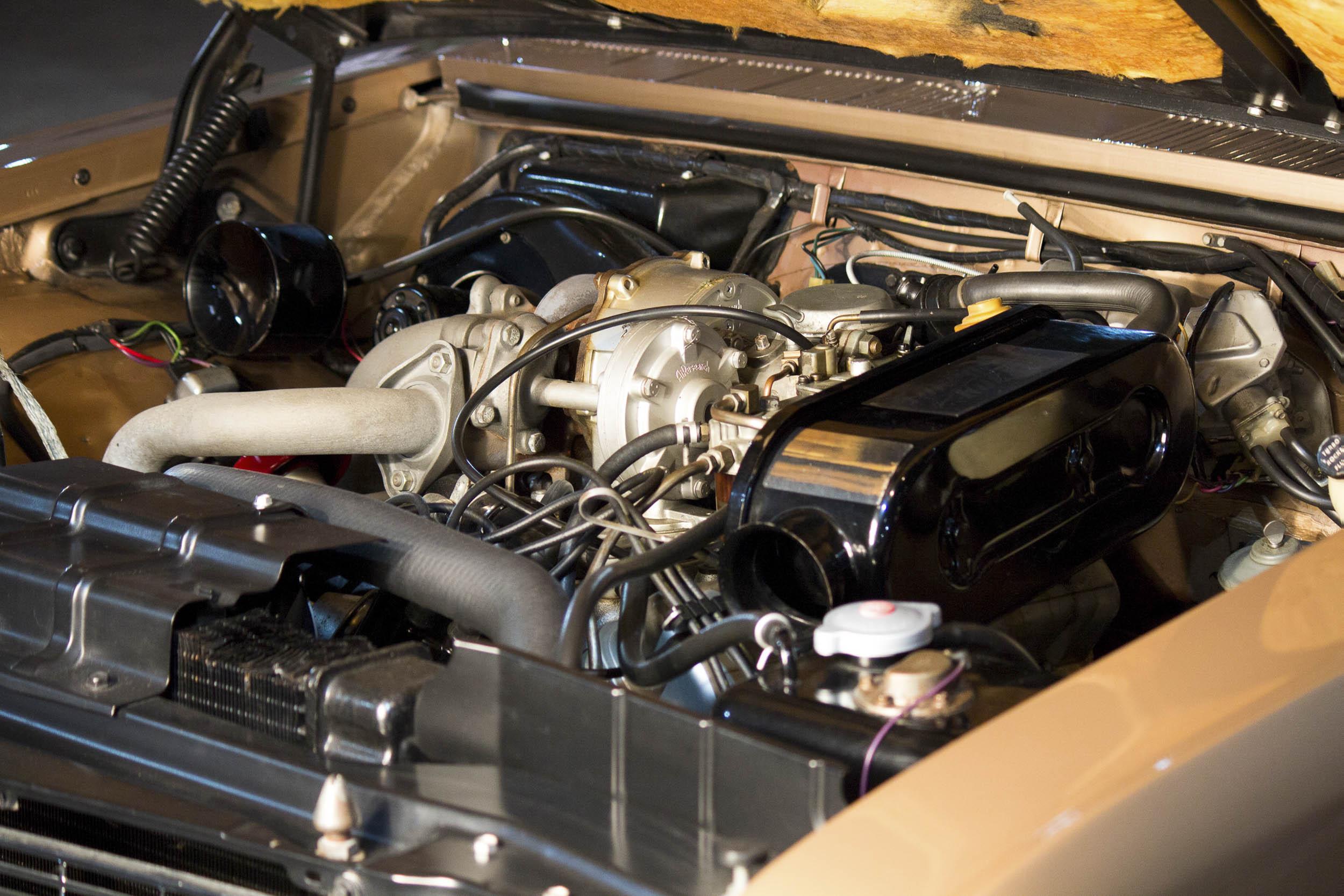 Specially designed single sidedraft carburetor and turbocharger