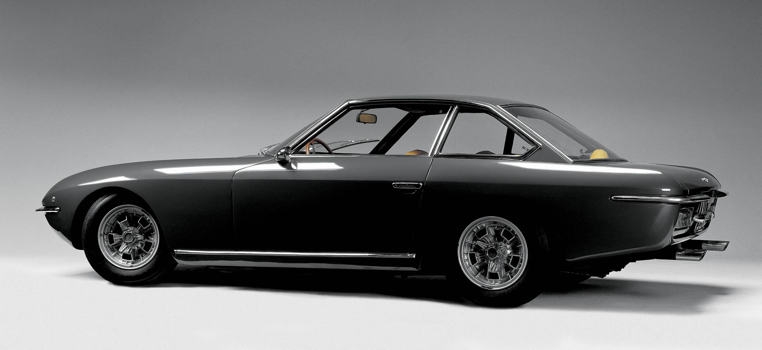 black Lamborghini Islero profile
