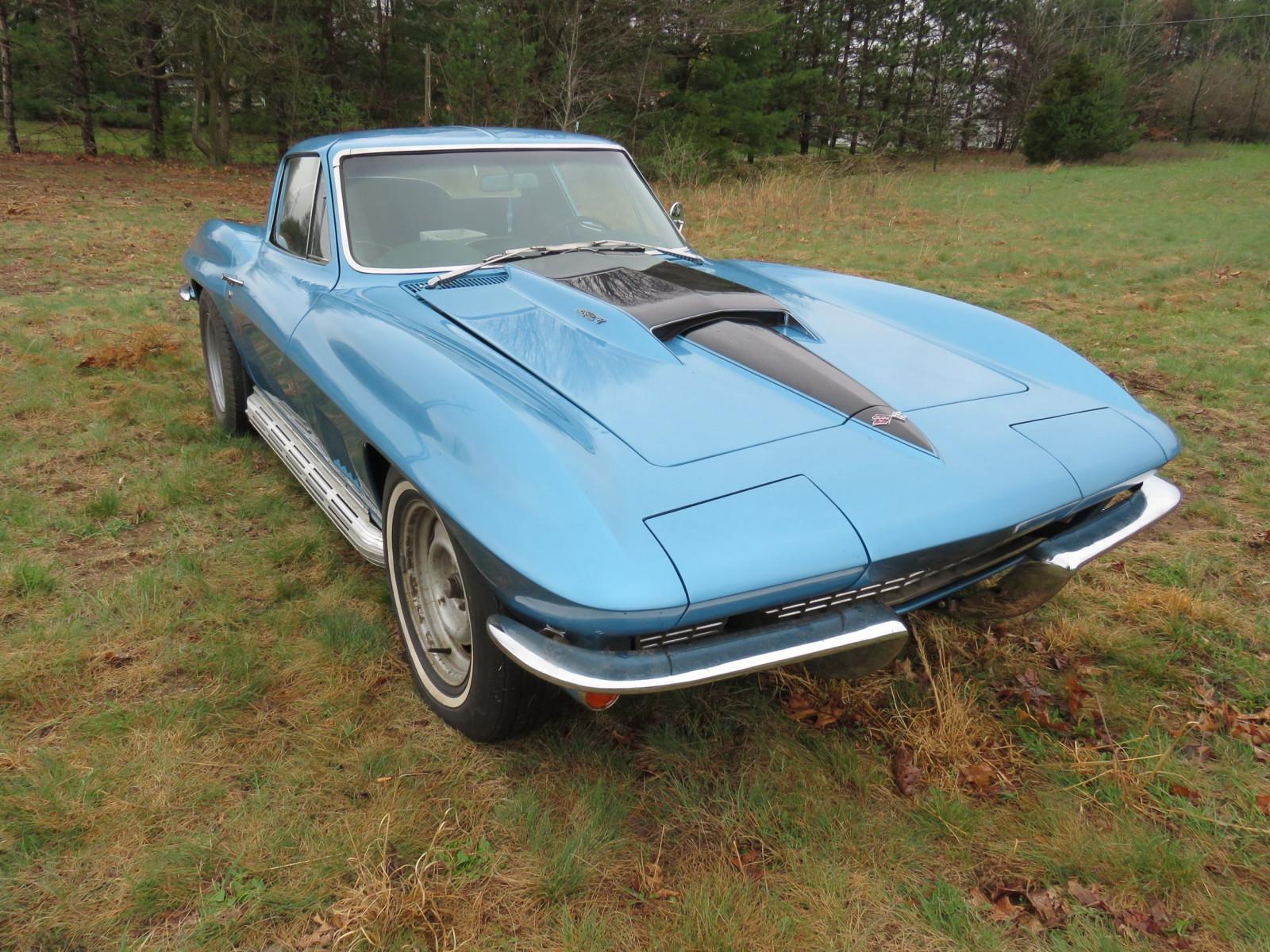 1967 Chevrolet Corvette Stingray Coupe blue front 3/4
