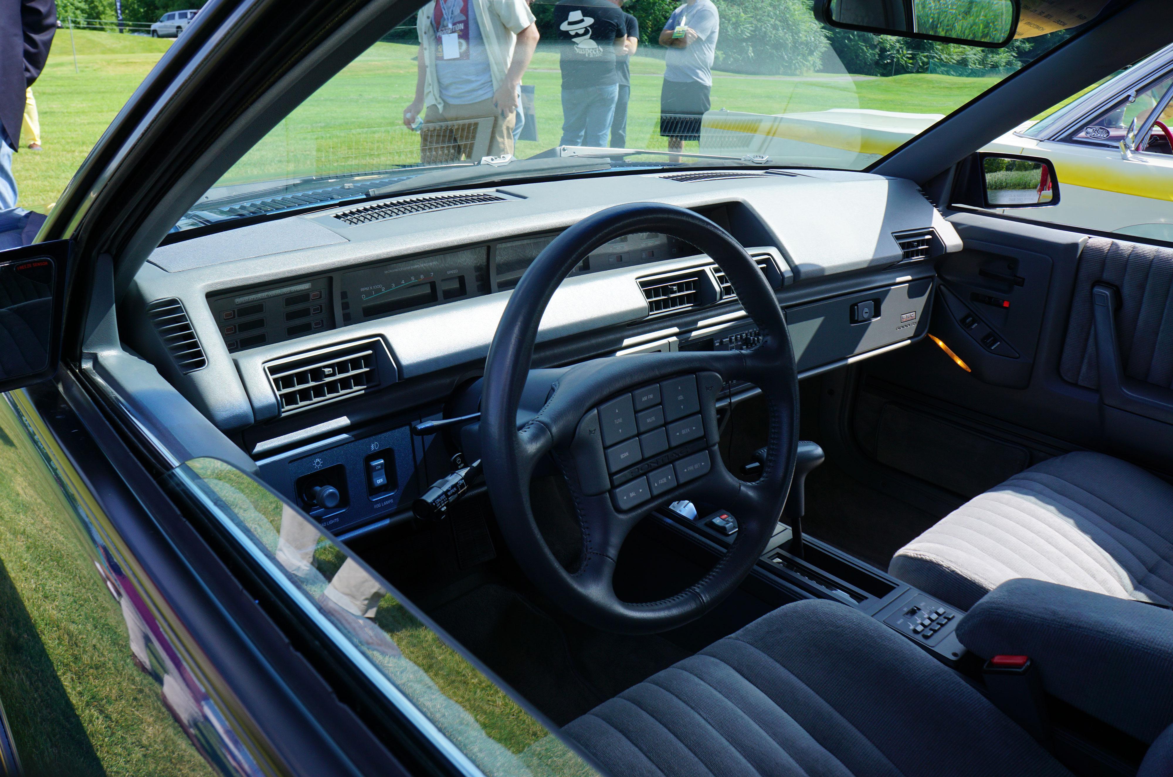 pontiac ste inteiror steering wheel buttons concour lemons michigan 2018