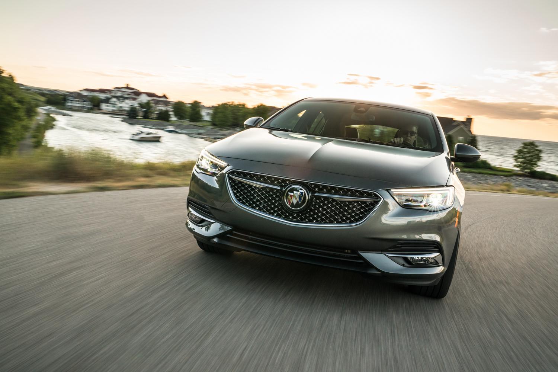 2019 Buick Regal Avenir front sunsent