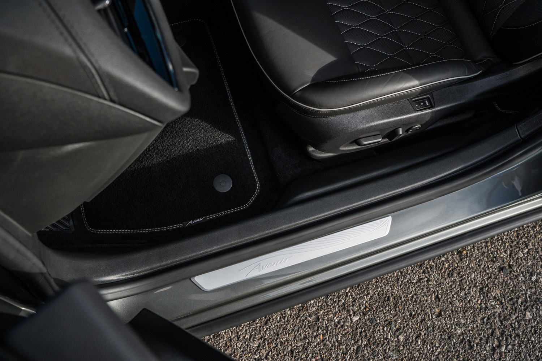2019 Buick Regal Avenir door sil