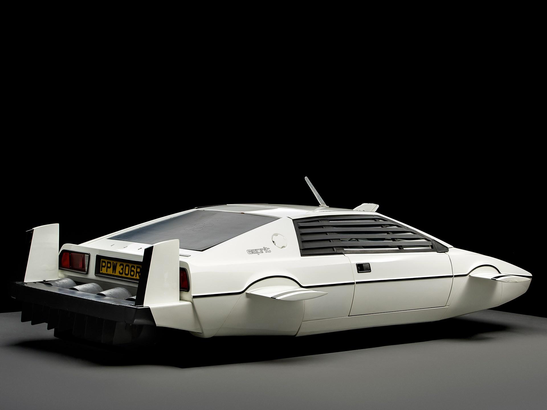 007 Lotus Esprit 'Submarine Car' rear 3/4