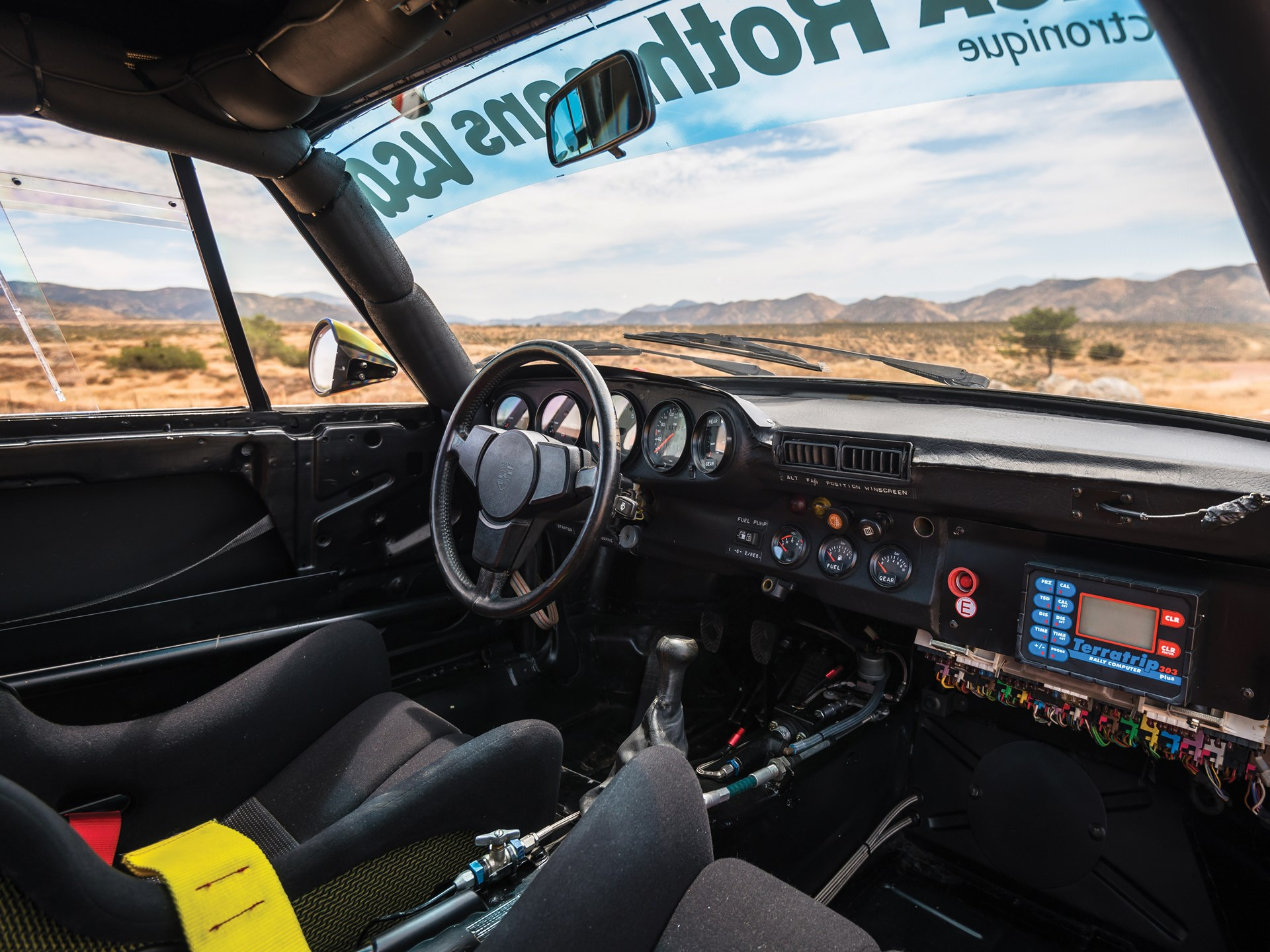 1985 Porsche 959 Paris-Dakar interior windshield