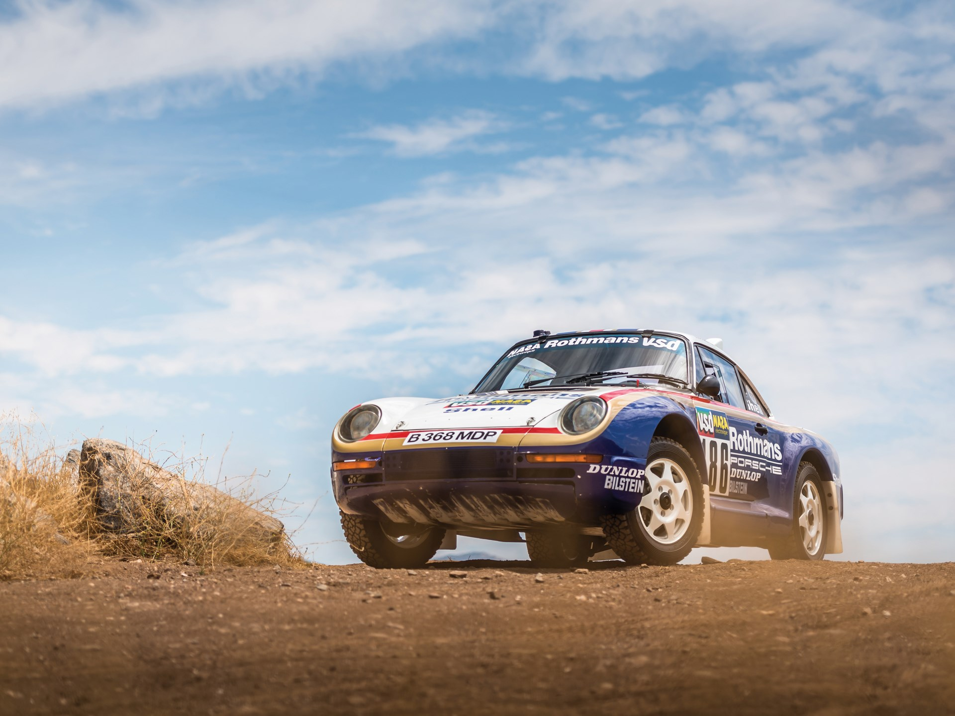 1985 Porsche 959 Paris-Dakar low 3/4 hill