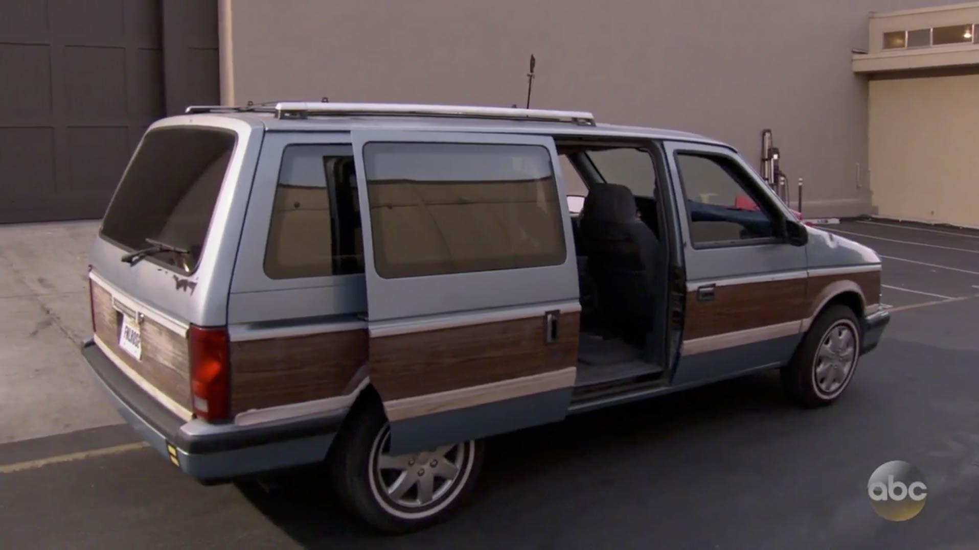 Vintage Dodge Caravan takes the spotlight on The Bachelorette finale thumbnail