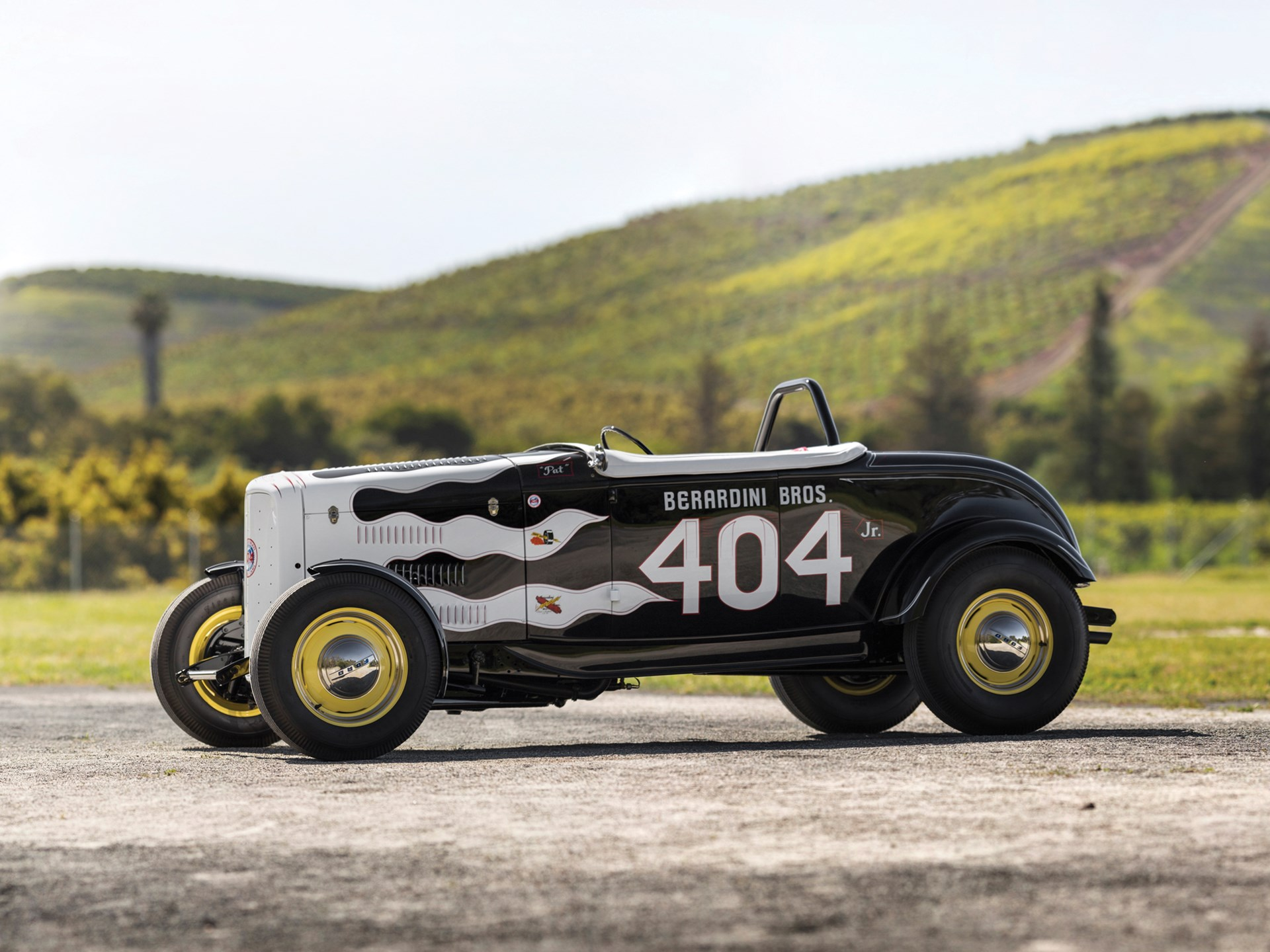 "1932 Ford ""404 Jr."" Roadster side view race car"