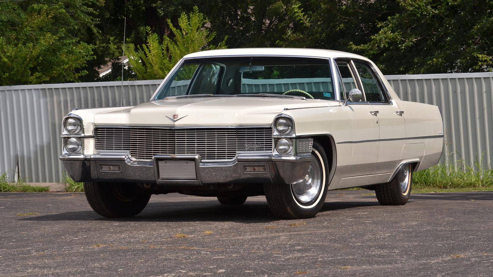 1965 Cadillac Sedan DeVille white front 3/4