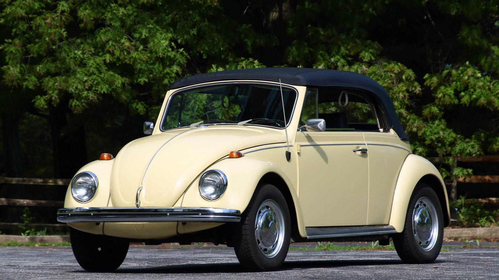 1968 Volkswagen Beetle yellow front 3/4