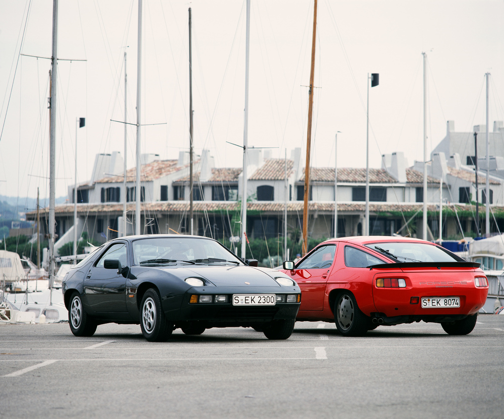 1982 Porsche 928 (left) and 928 S (right)