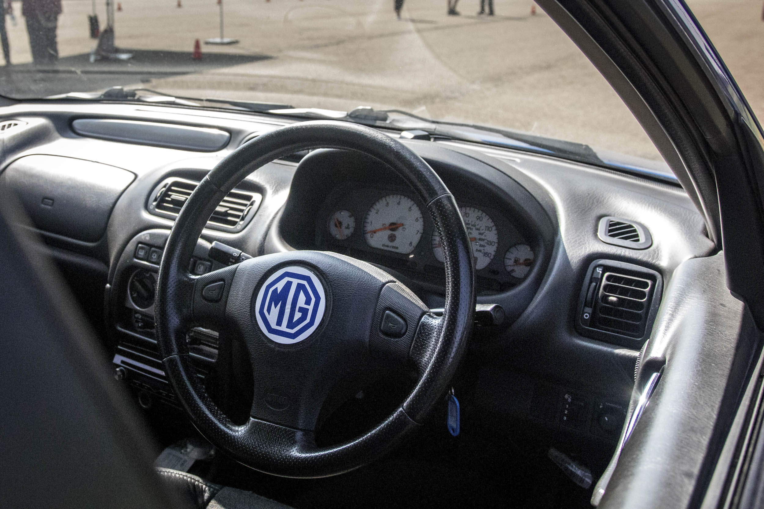 MG ZR 160 steering wheel