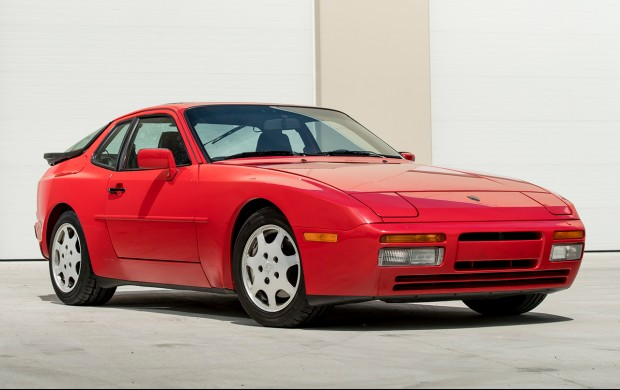 1989 Porsche 944 Turbo front 3/4 red