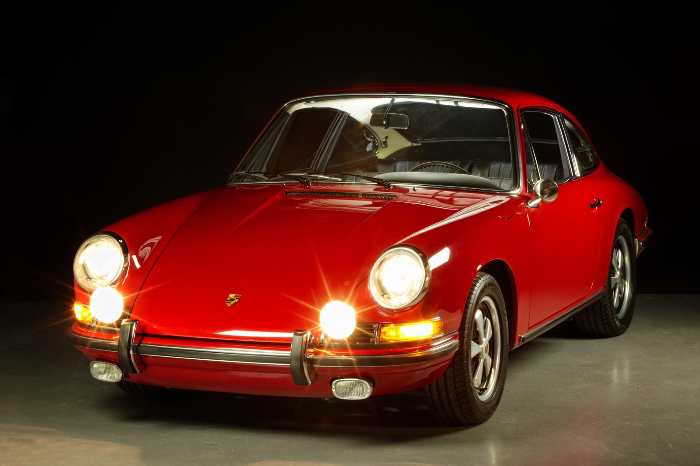 1967 Porsche 911S Red front headlights on
