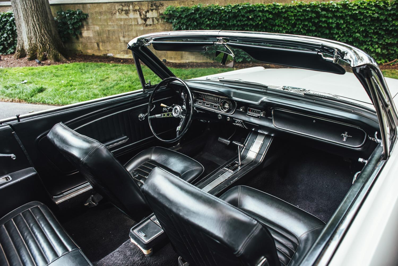 Mustang 001 interior