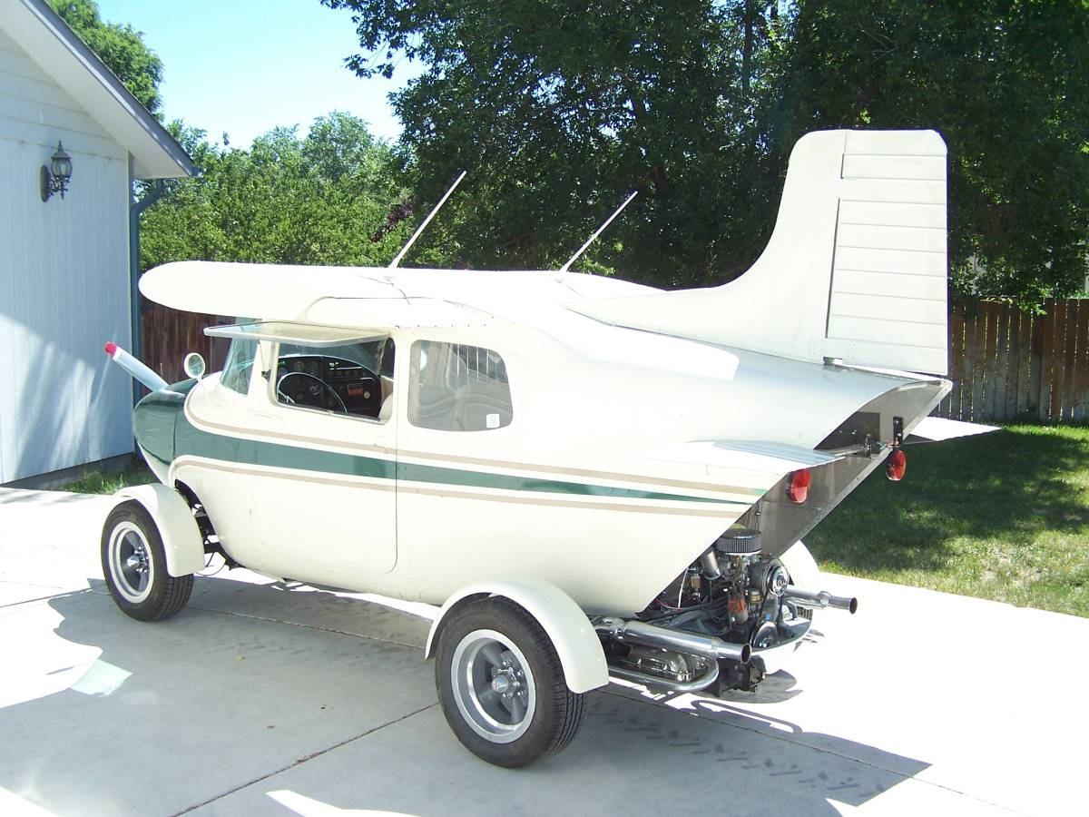 1968 VW Beetle/1959 Cessna 172 rear 3/4