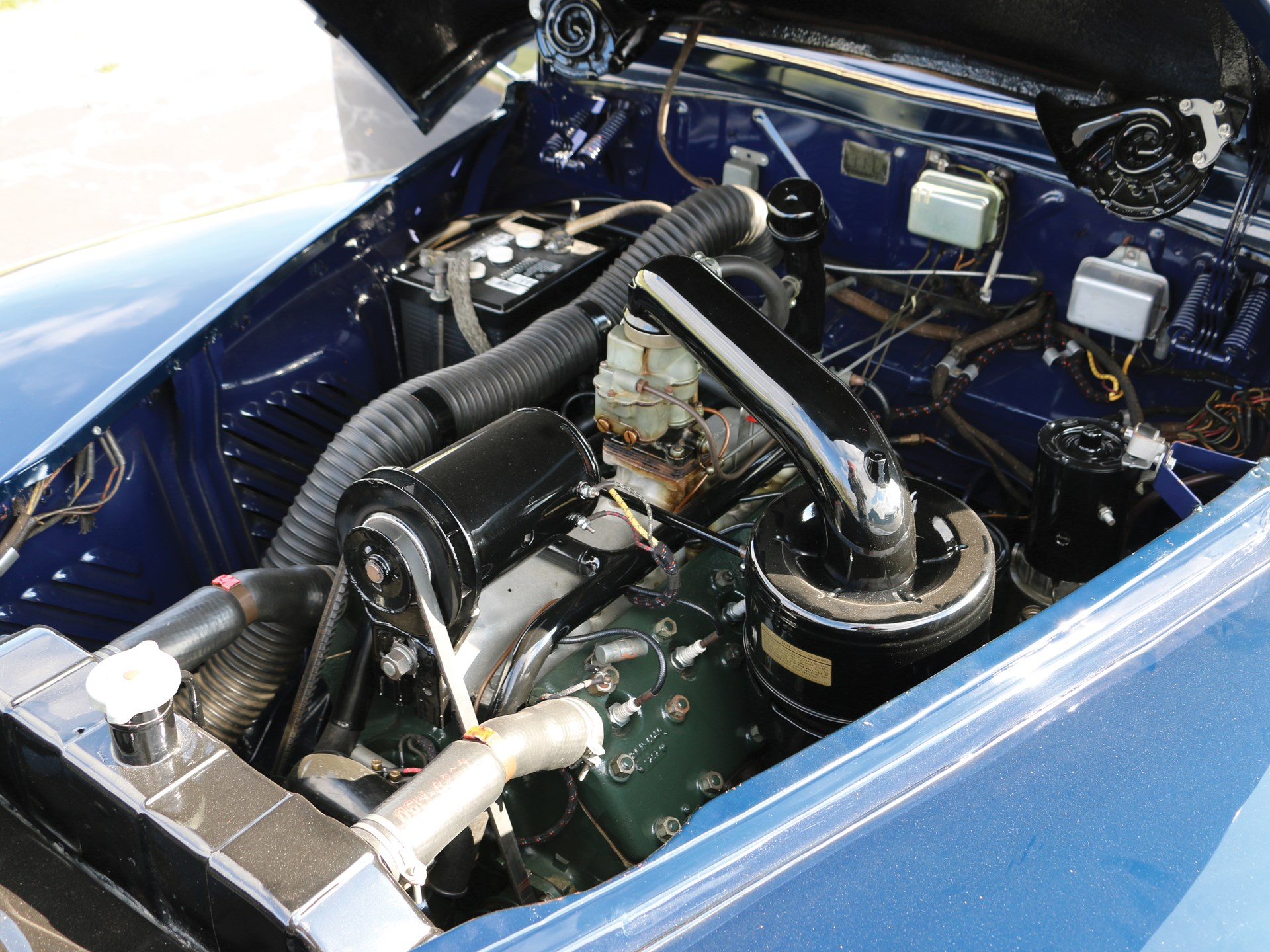 Example of a 1948 Lincoln Continental similar to Babe Ruth's  Engine