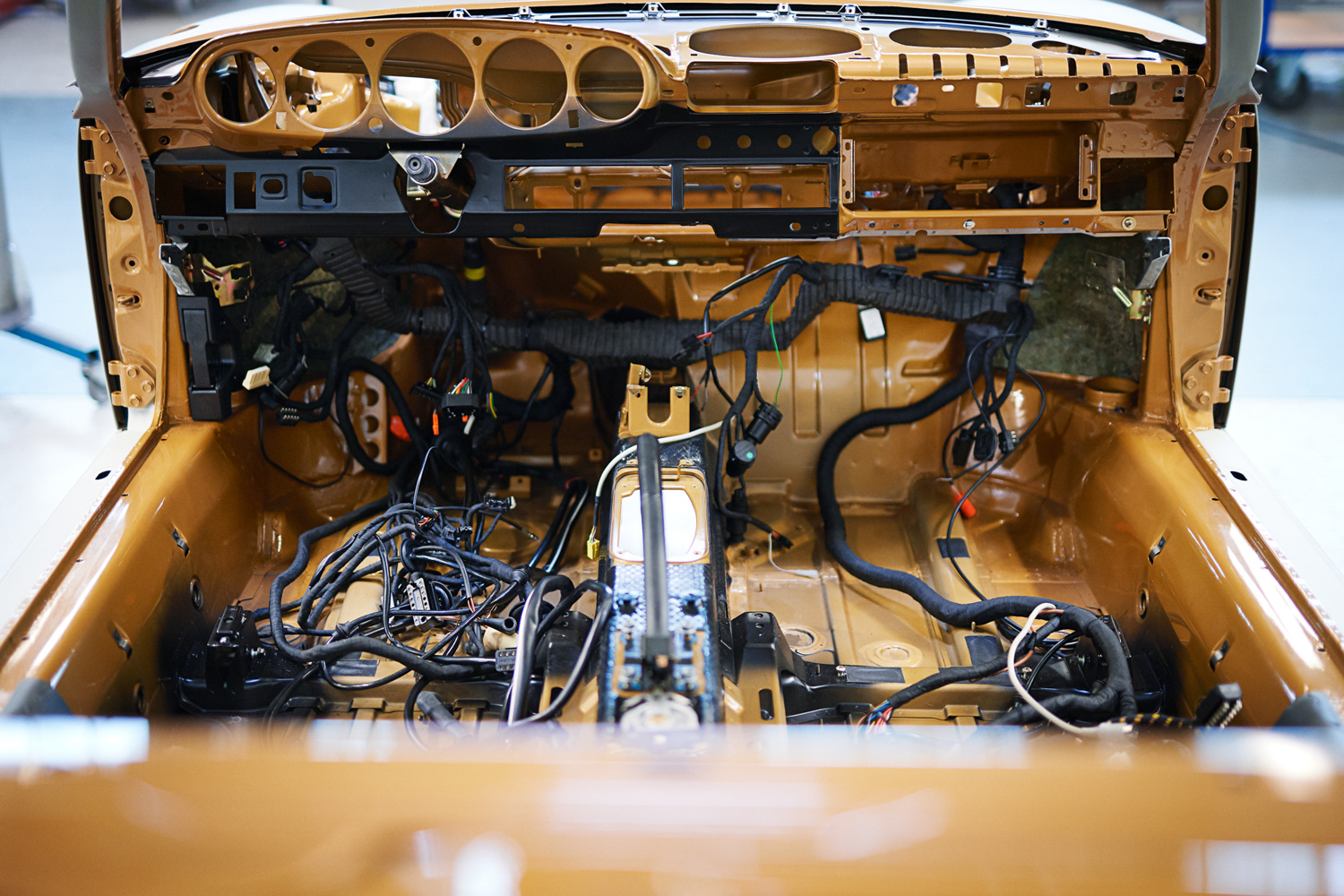 "Porsche ""Project Gold"" 993 Turbo interior wiring"