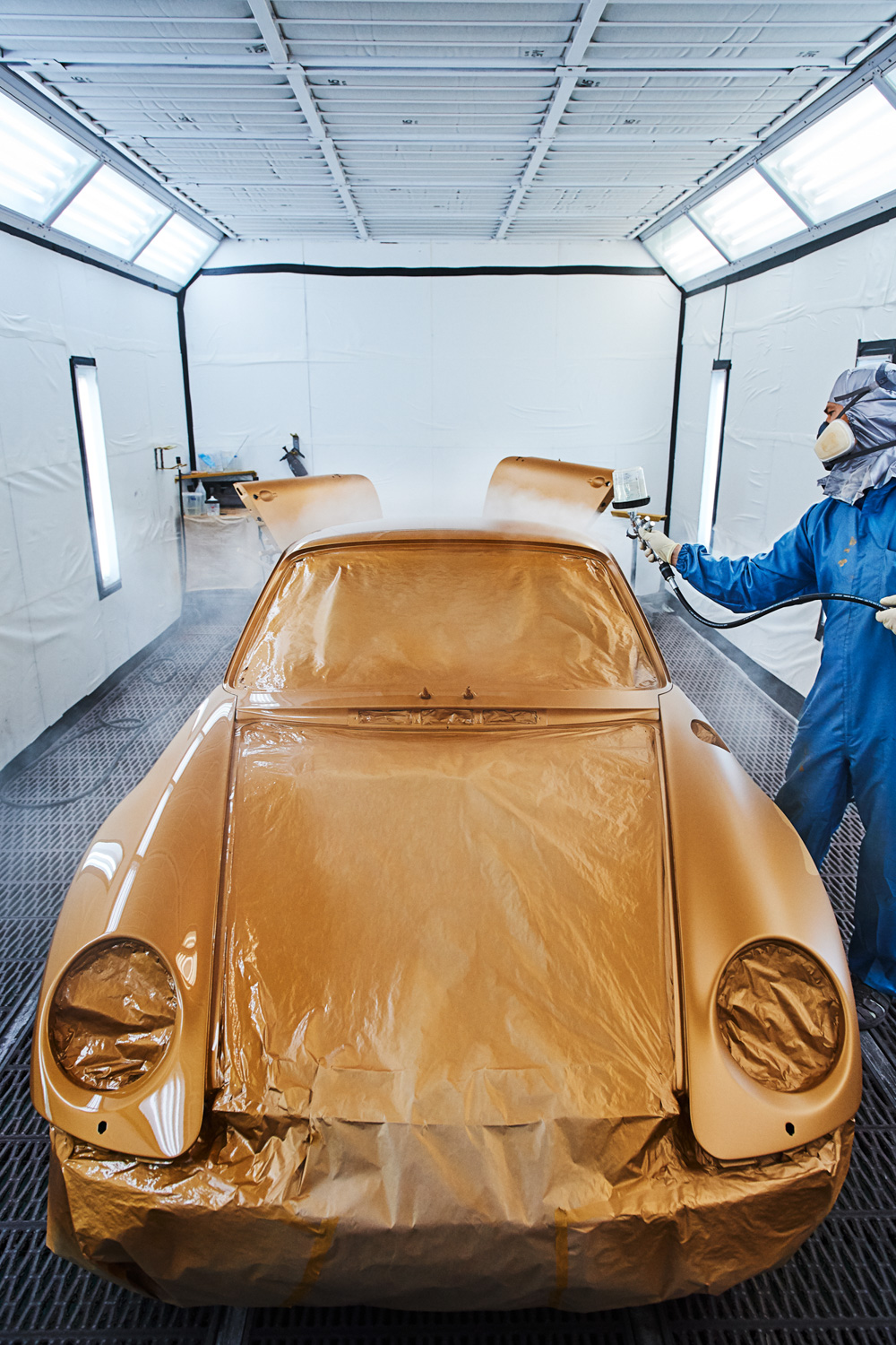 "Porsche ""Project Gold"" 993 Turbo paint booth"